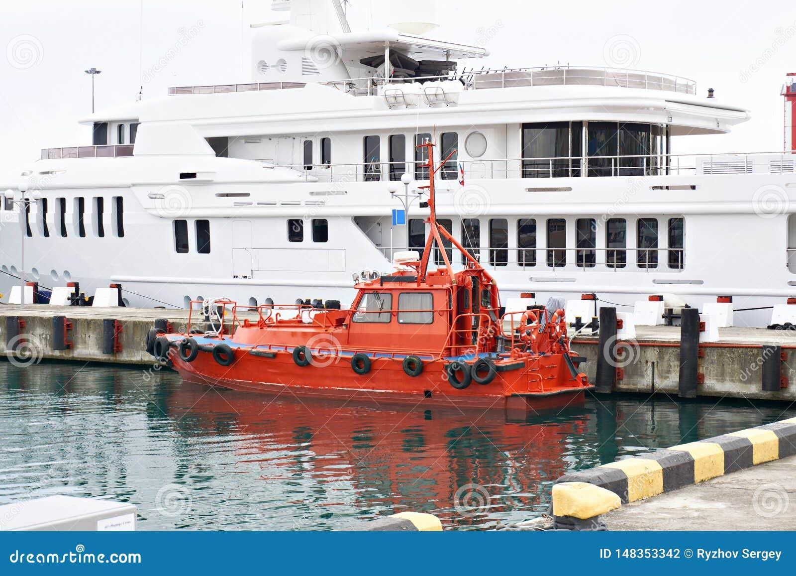 Rewolucjonistki portowa łódź w parking