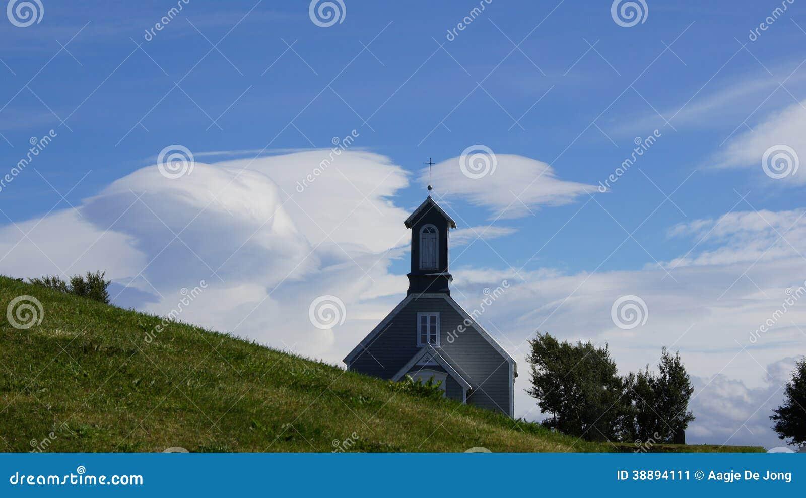 Reykholtkerk in de wolken