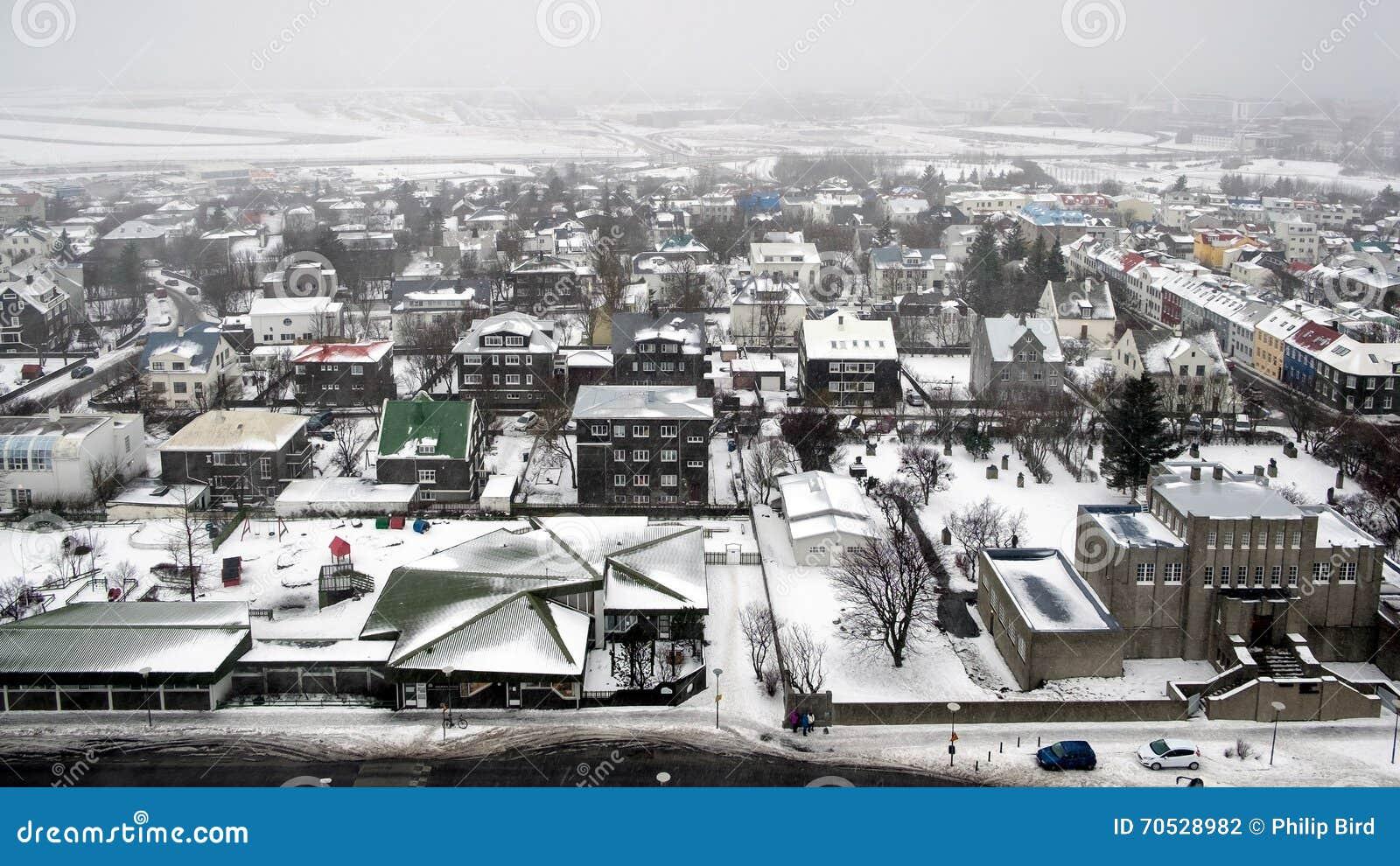 REYKJAVIK/ICELAND - FEB 04: Widok nad Reykjavik od Hallgrimsk