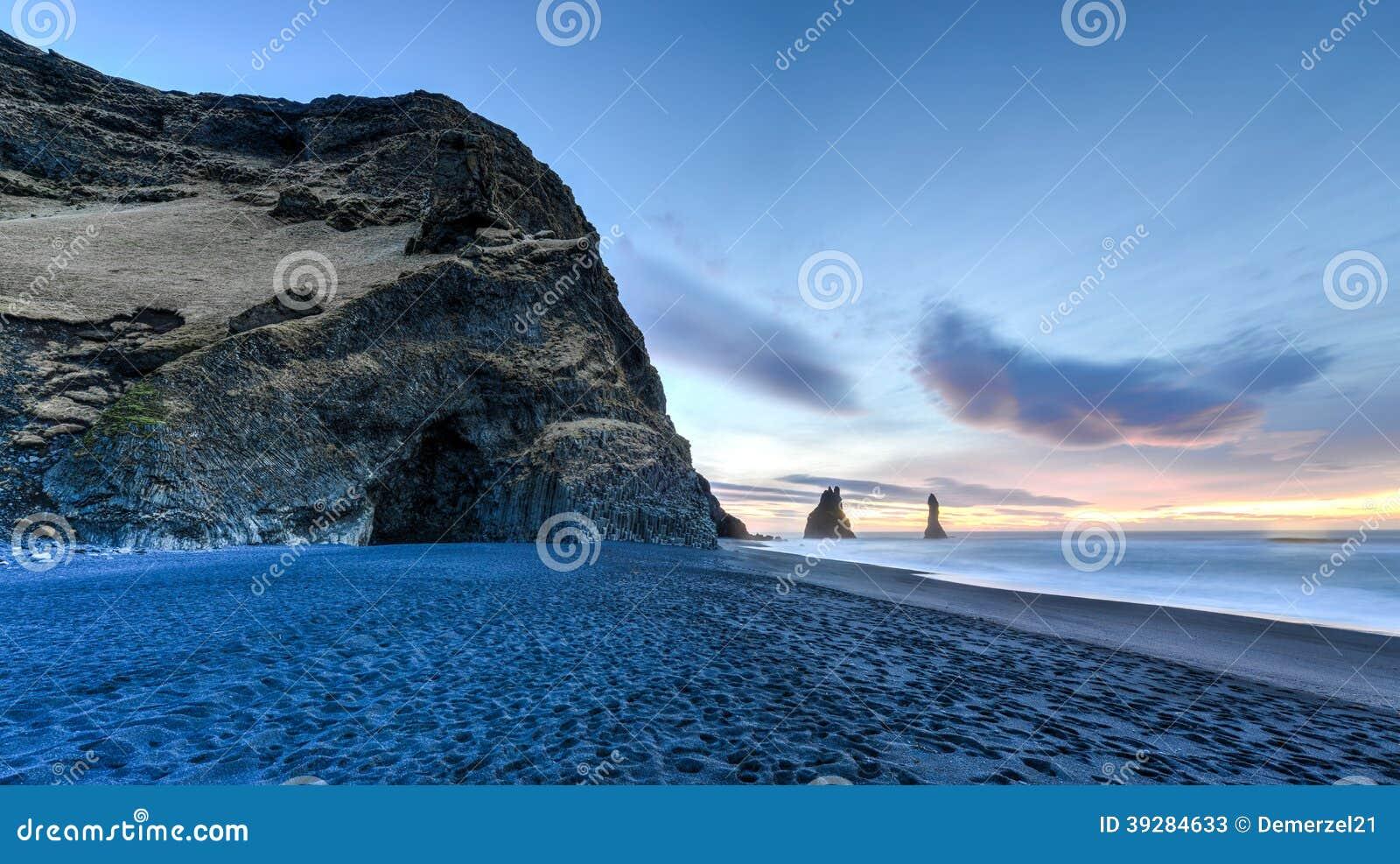 Reynisdrangar на пляже Reynisfjara