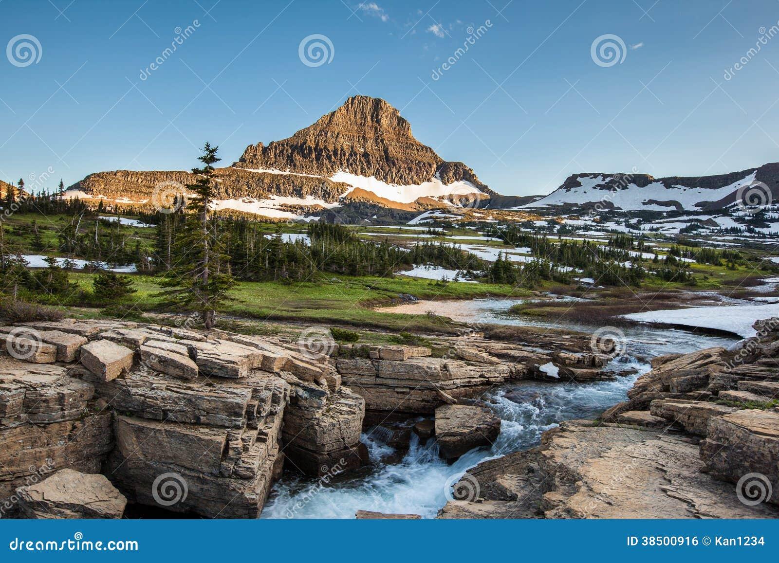 Reynolds Mountain em Logan Pass, parque nacional de geleira