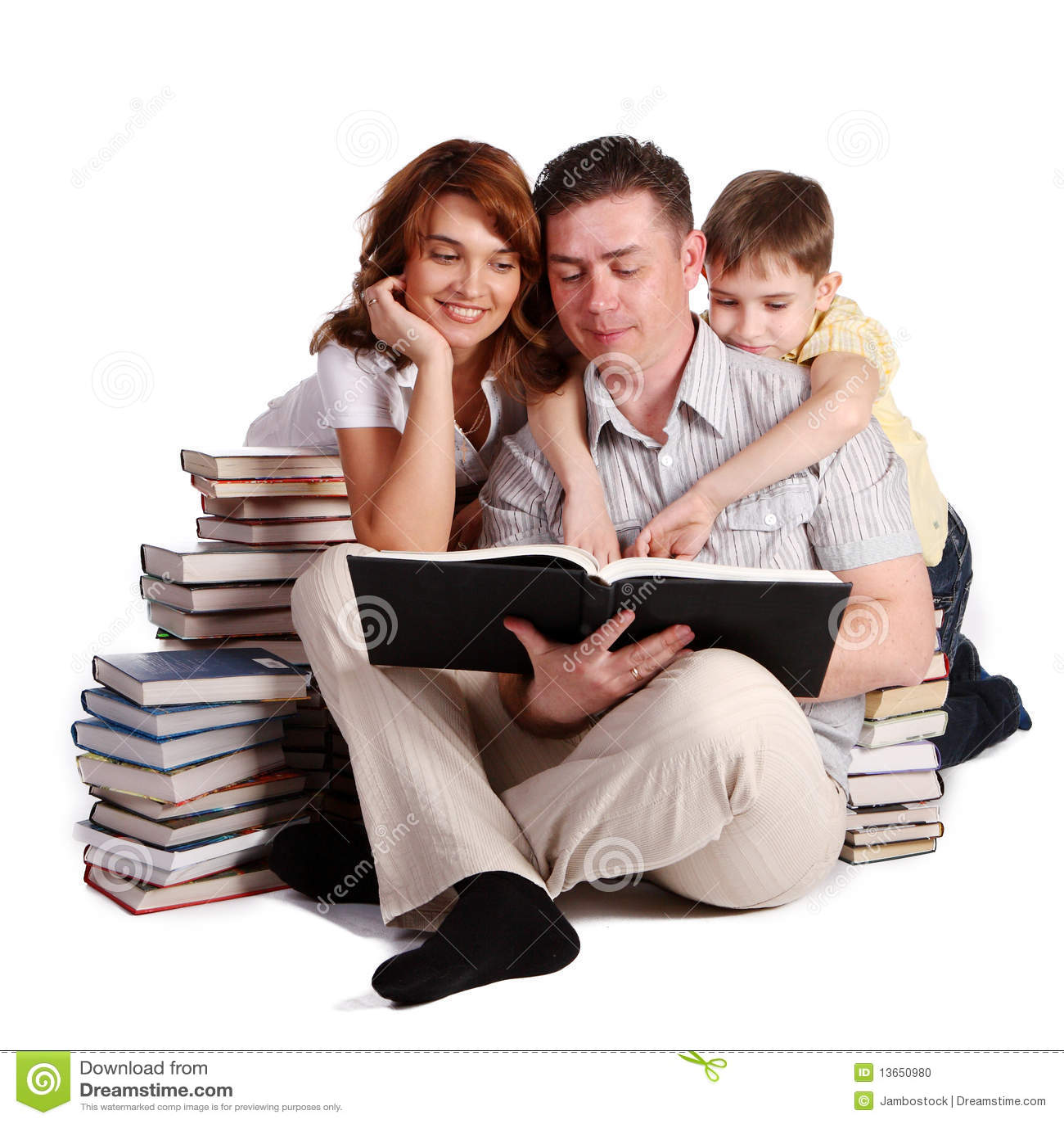 Rezerwuje rodzinnego szczęśliwego czytanie