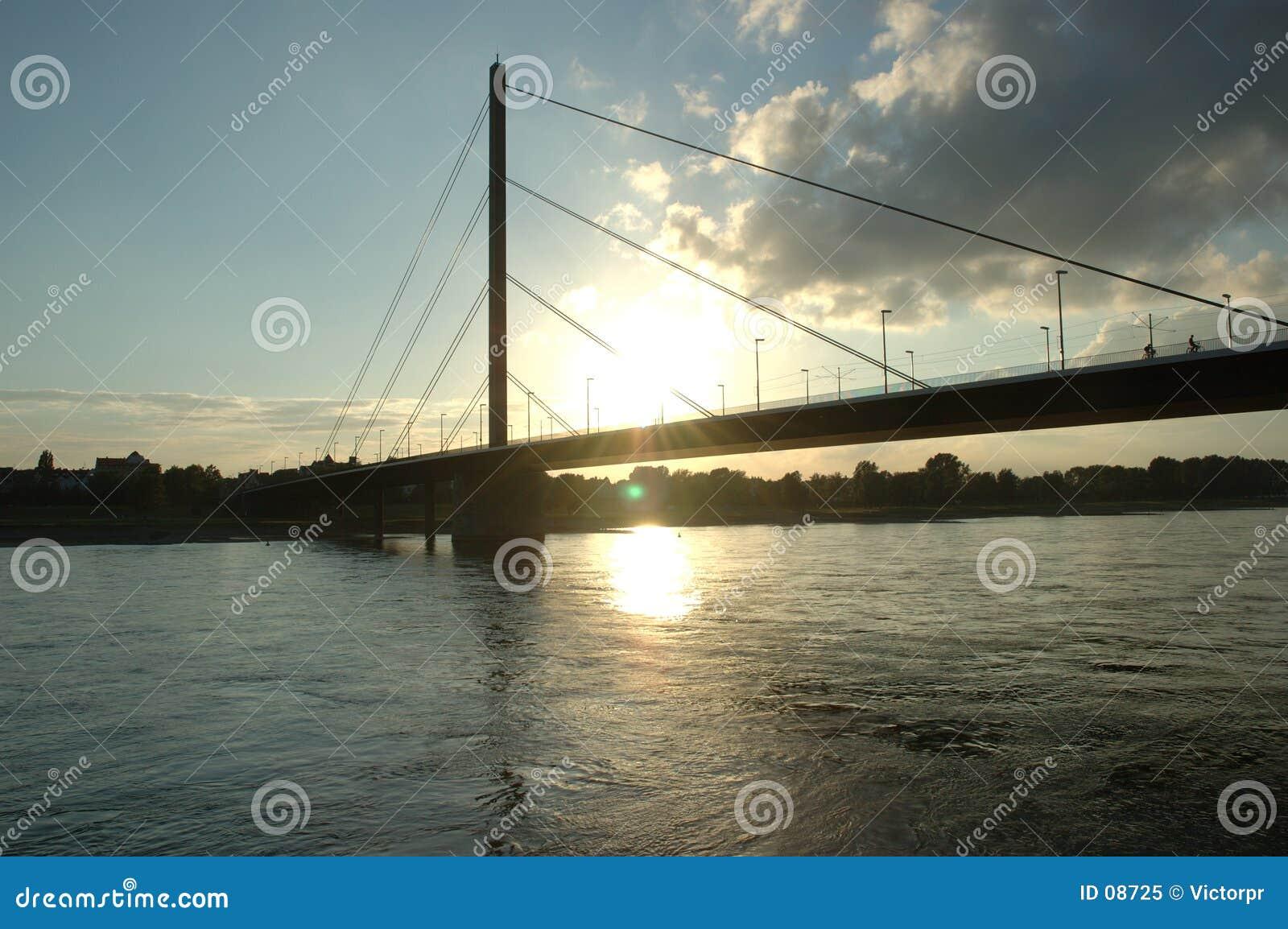 Rhein dans le coucher du soleil