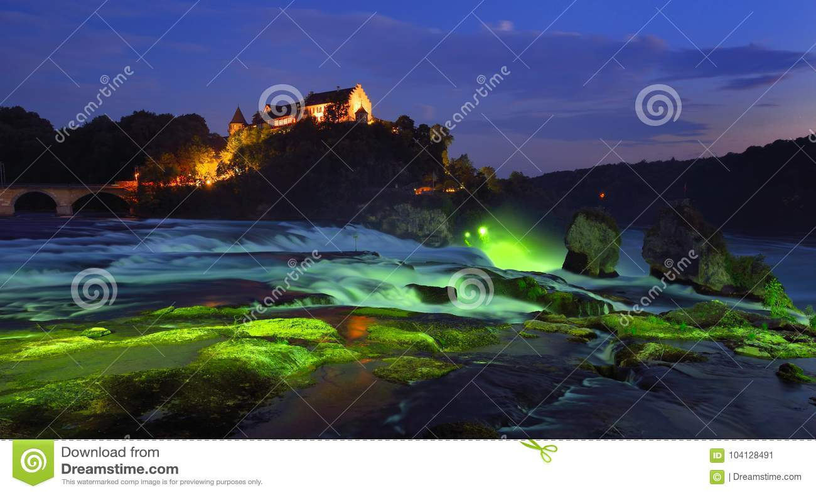 Rhine Falls na hora azul