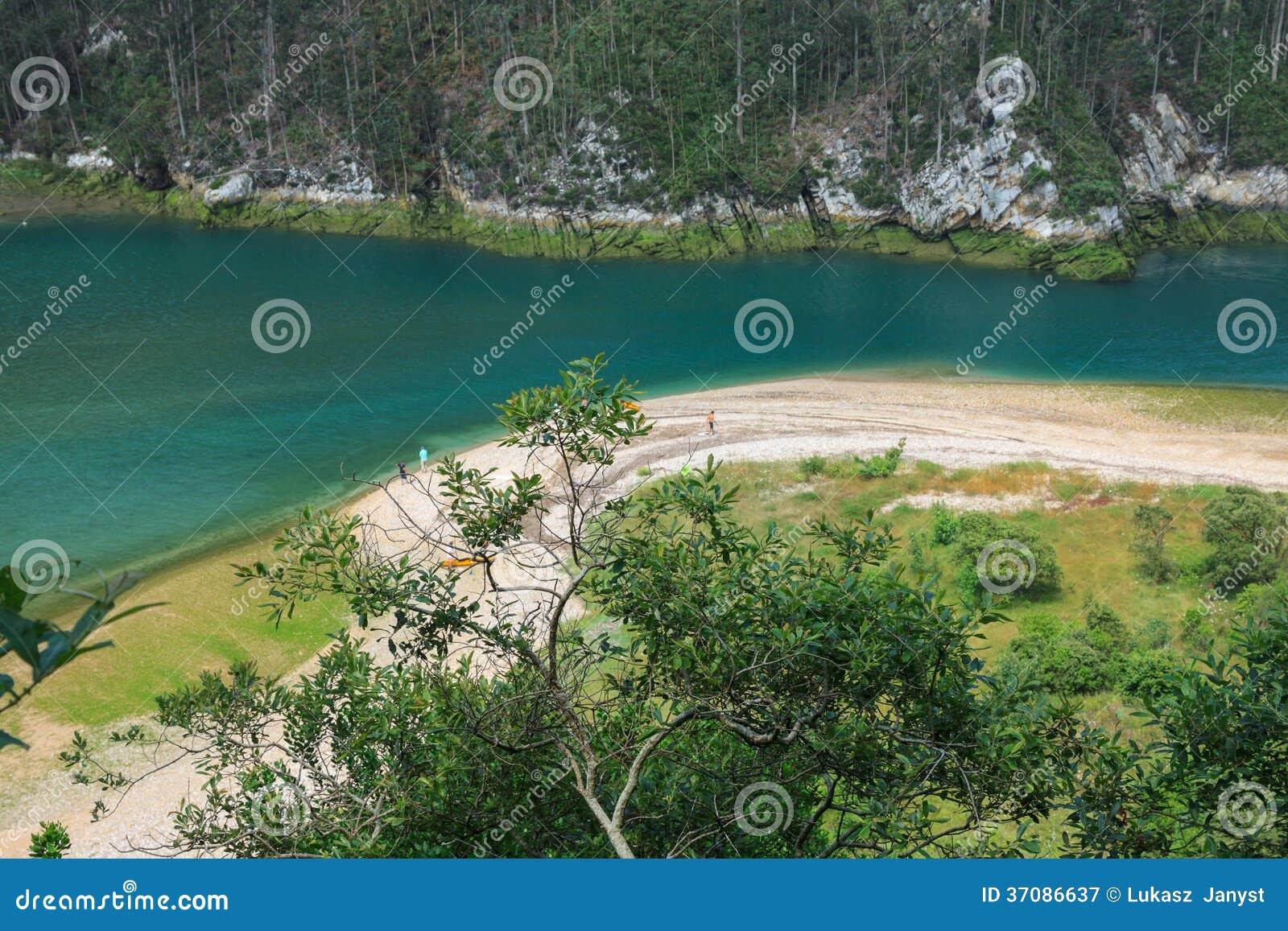 Download Ria Tina Nieletni. Nansa Rzeczny Usta. Municitabria.pality Val De San Vincente, Cantabria, Obraz Stock - Obraz złożonej z ocean, sceneria: 37086637