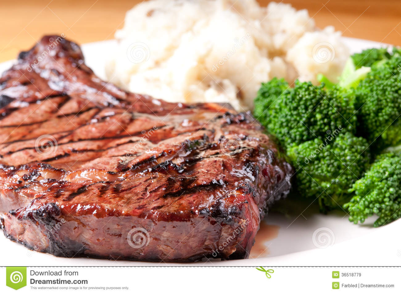 Rib steak with garlic mashed potatooes and brocolli