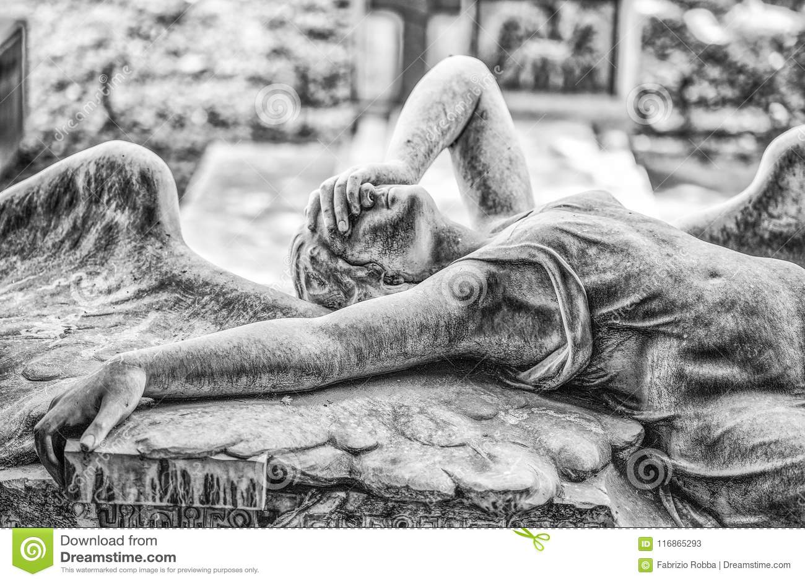Ribaudo家庭的坟茔,热那亚,意大利巨大的公墓,著名为盖子唯一英国带喜悦Divisi