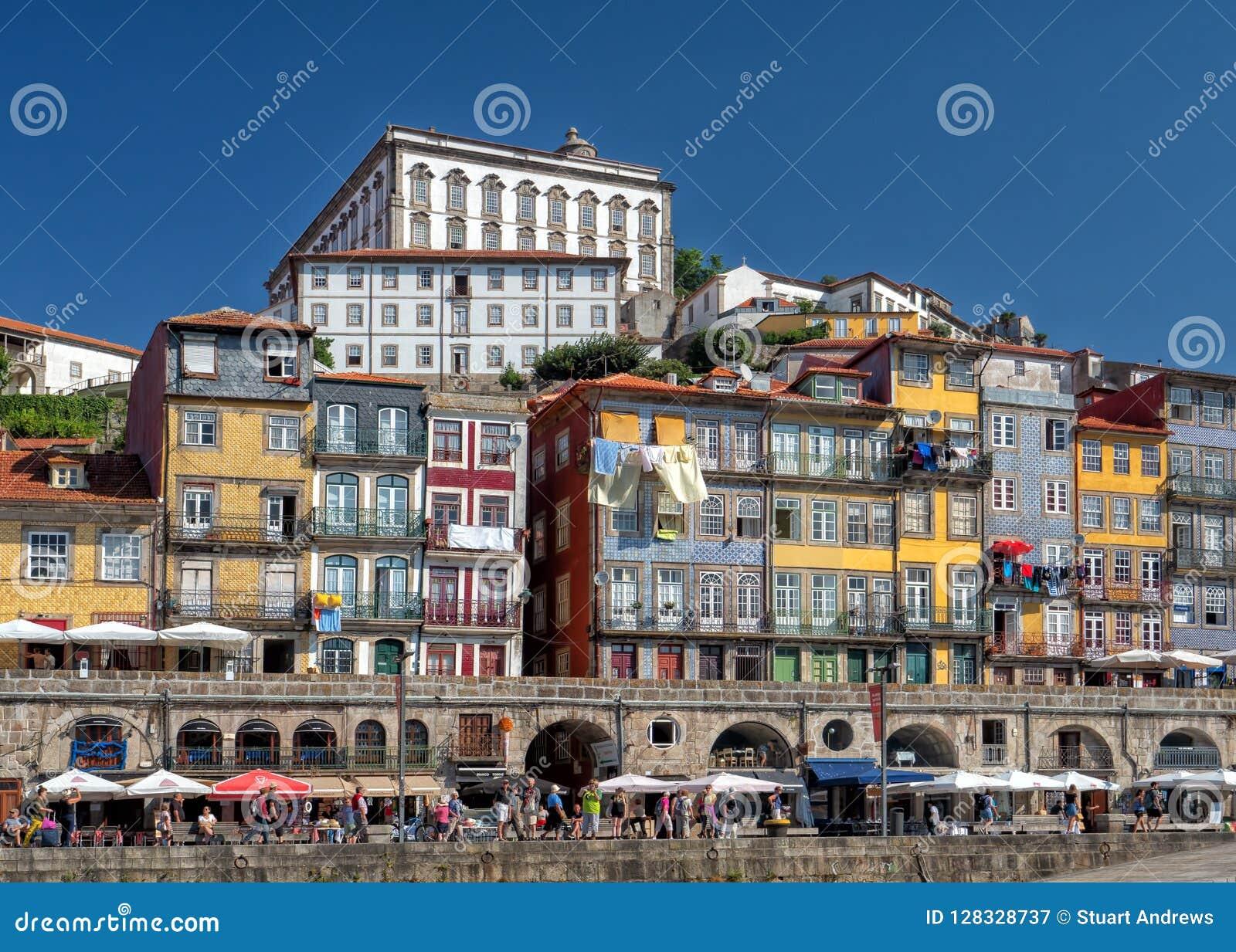 Ribeira Waterkant en Bischop` s Paleis, Porto, Portugal