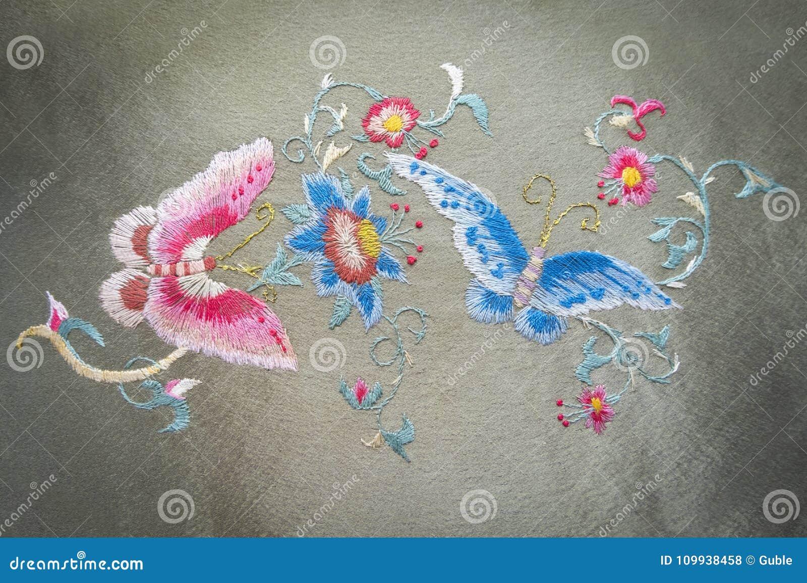 Ricamo A Mano.Ricamo Delle Farfalle E Dei Fiori Della Pittura Fatto A Mano