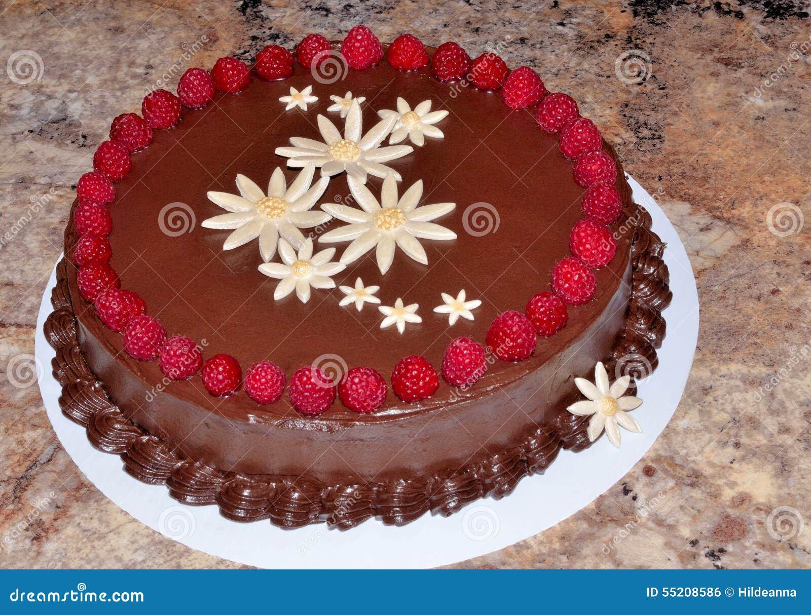 Preparing A Cake For Fondant Icing