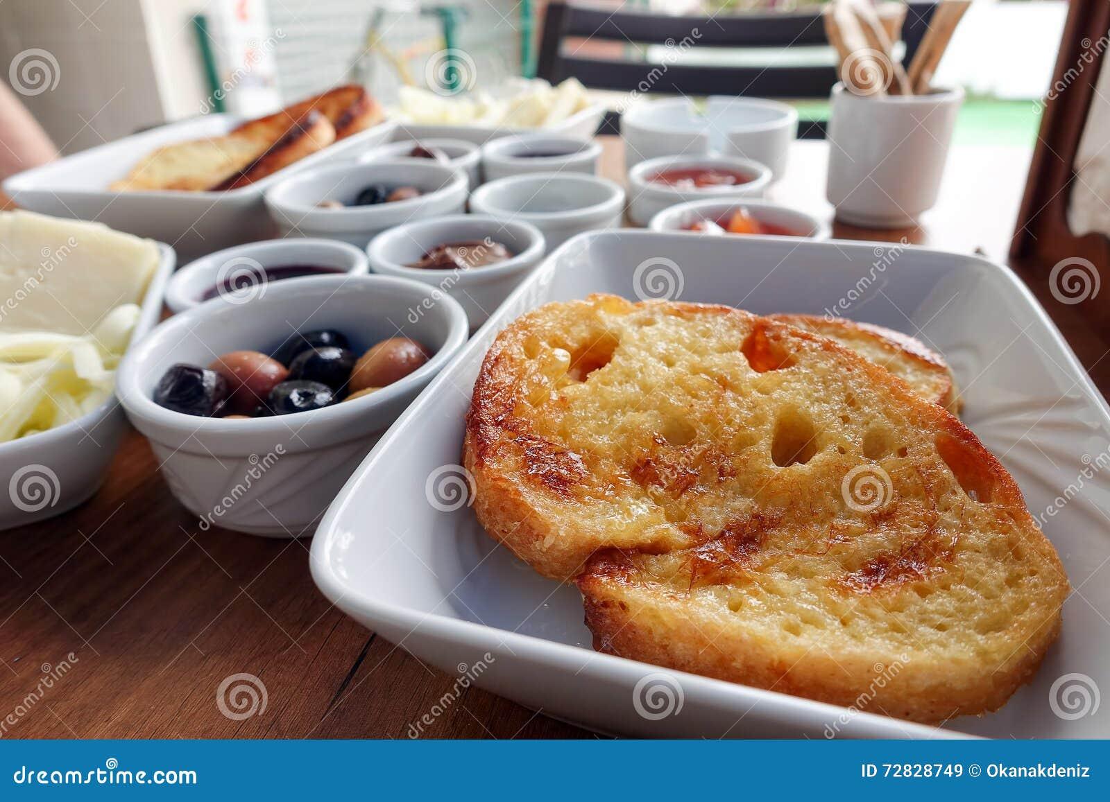 Rich Turkish Breakfast traditionnel