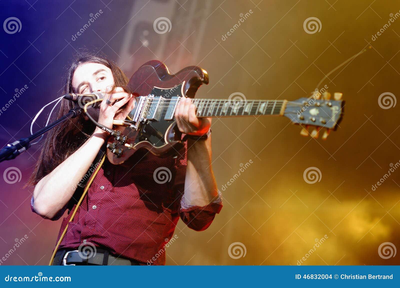 Richie James Follin vokalist och gitarrist av vaktmusikbandet