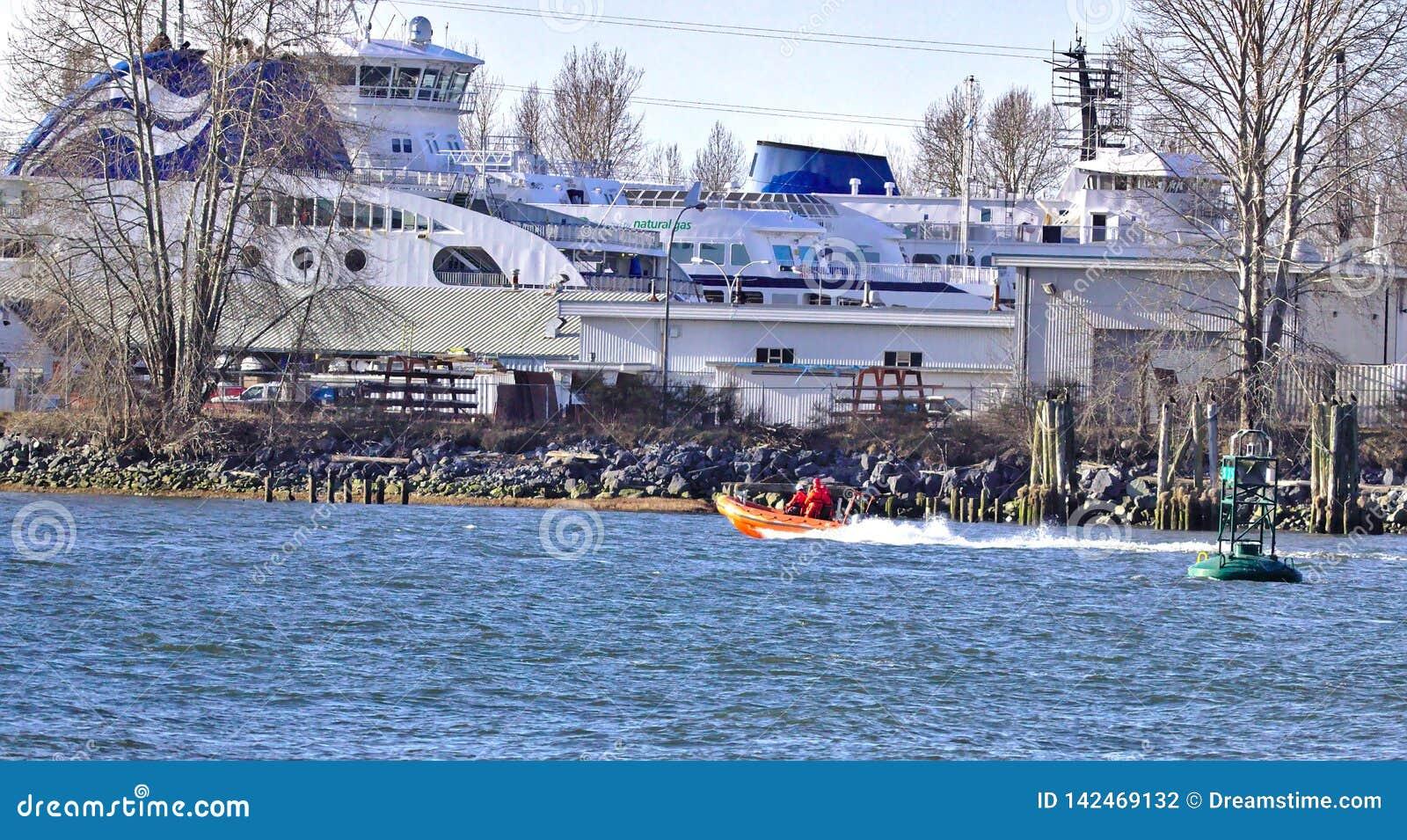 RICHMOND, AVANT JÉSUS CHRIST - 18 septembre : AVANT JÉSUS CHRIST un ferry obtenant des réparations faites au dock de Deas le b