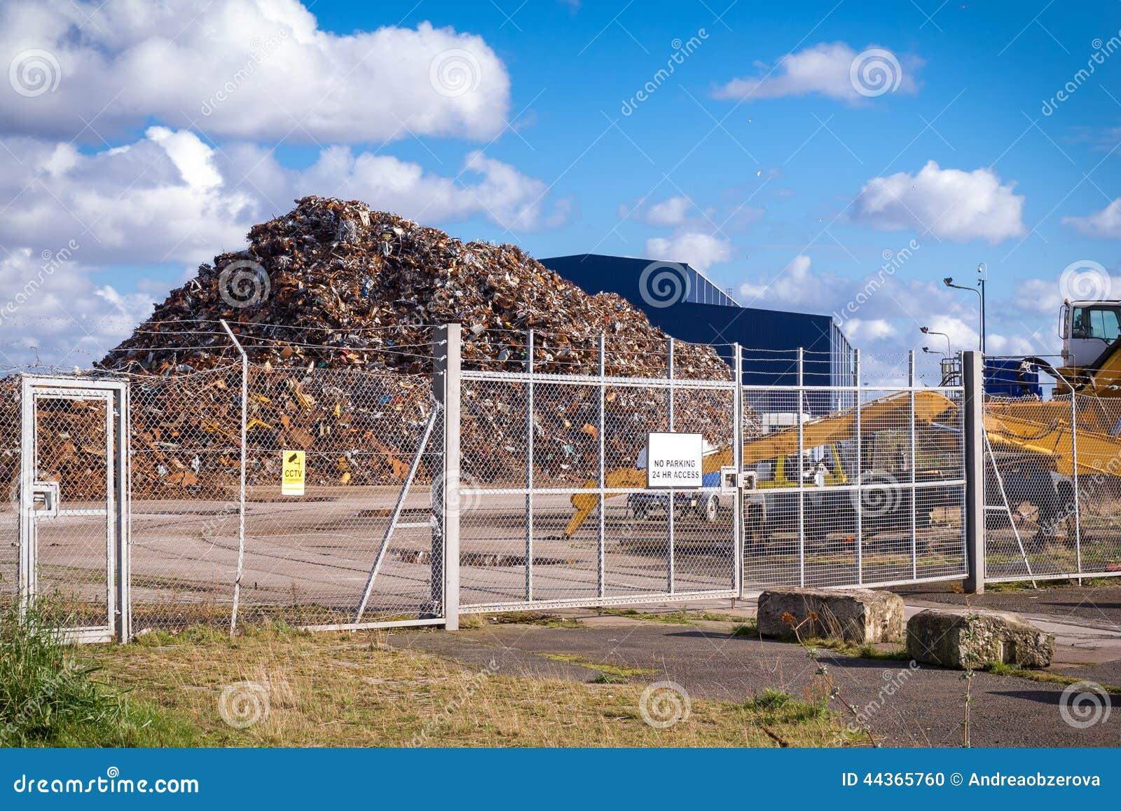 Riciclaggio del centro da dietro un recinto