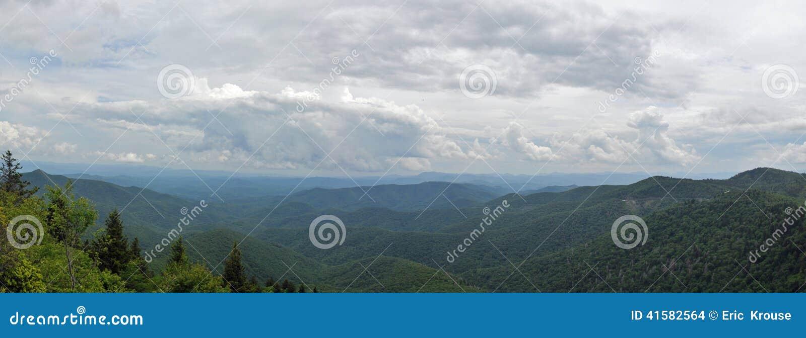 Ridge Mountain Panorama azul