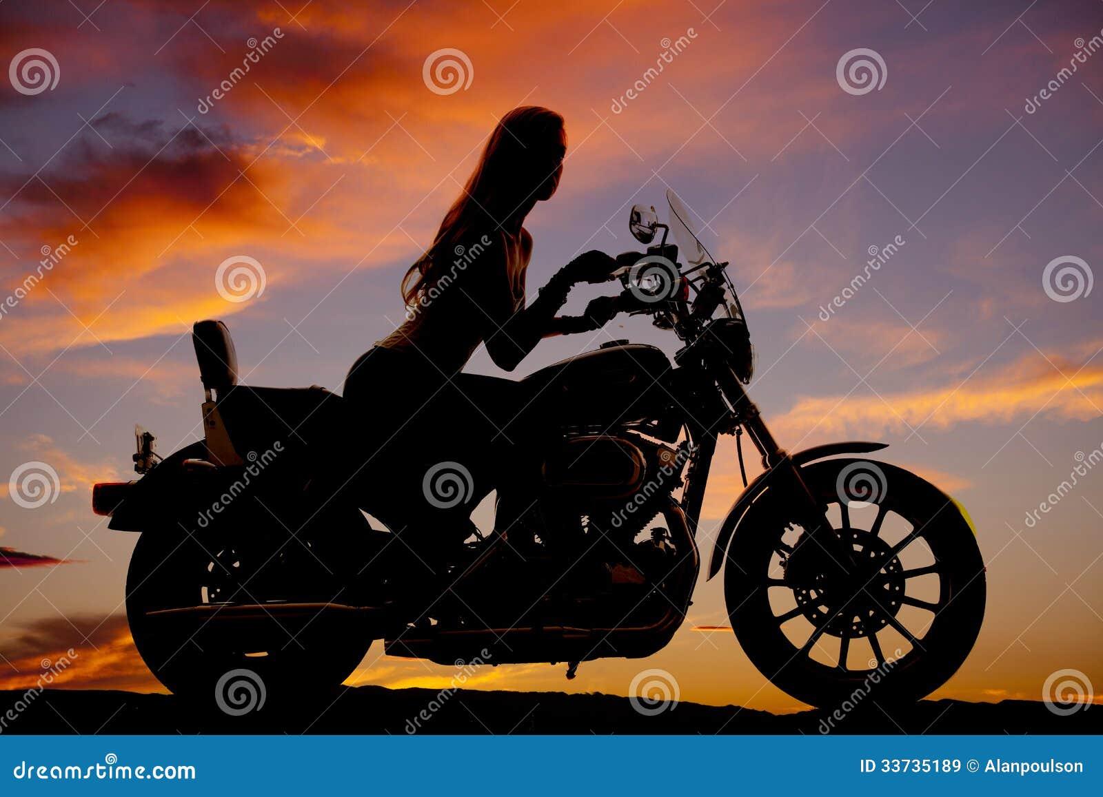 Ridning för kvinnamotorcykelkontur