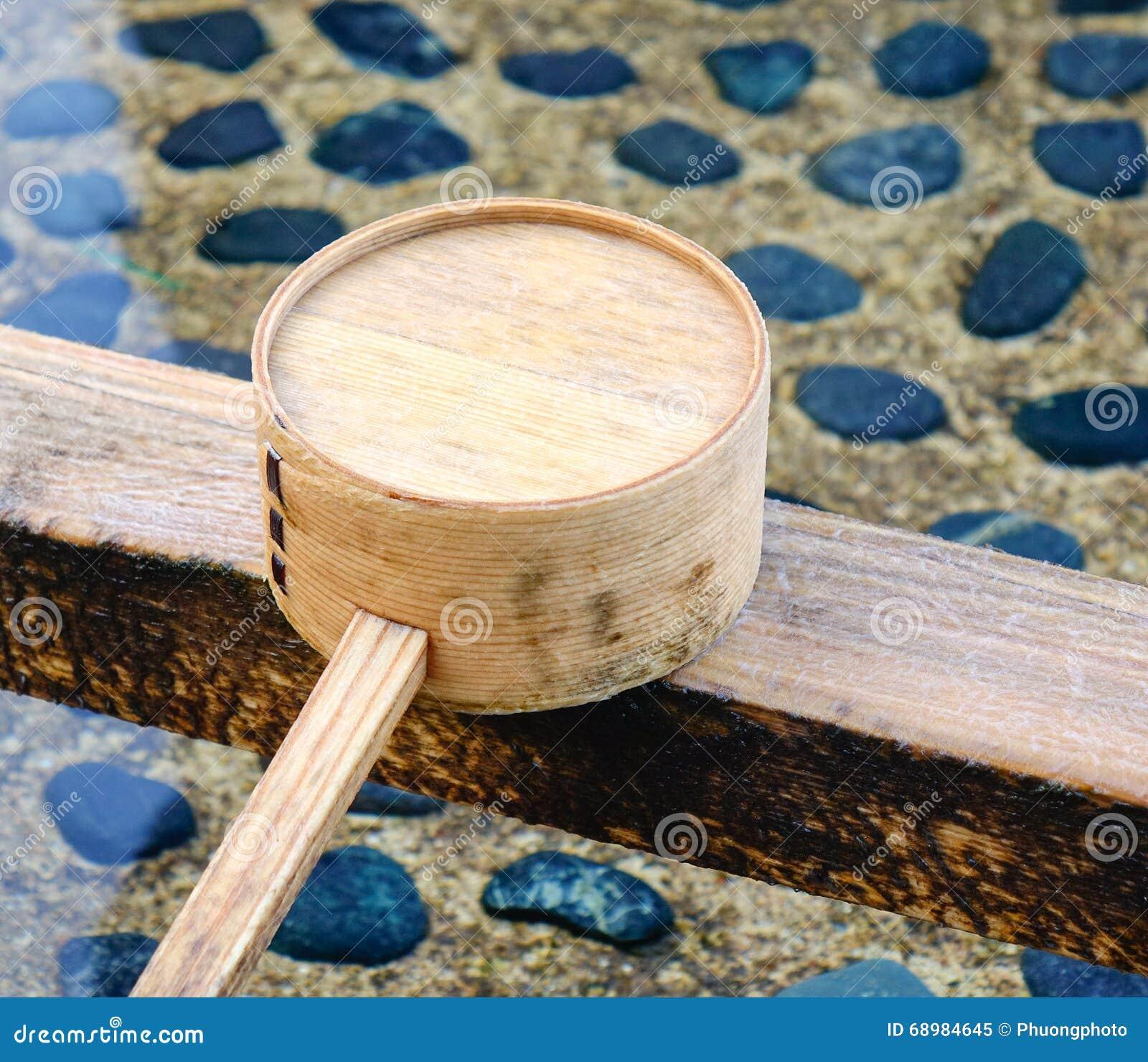 Riegue el cazo en Todaiji en Nara, Japón