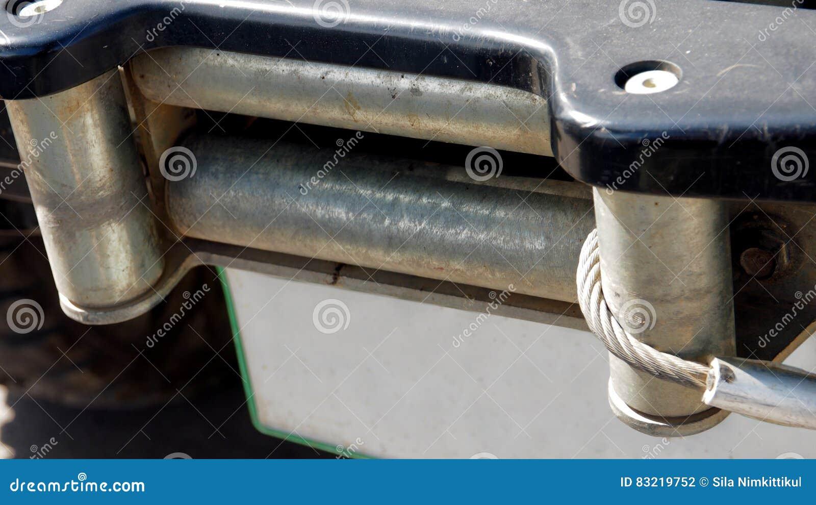 Riemen umschlungen mit einem Frontstoßstangekern 4W