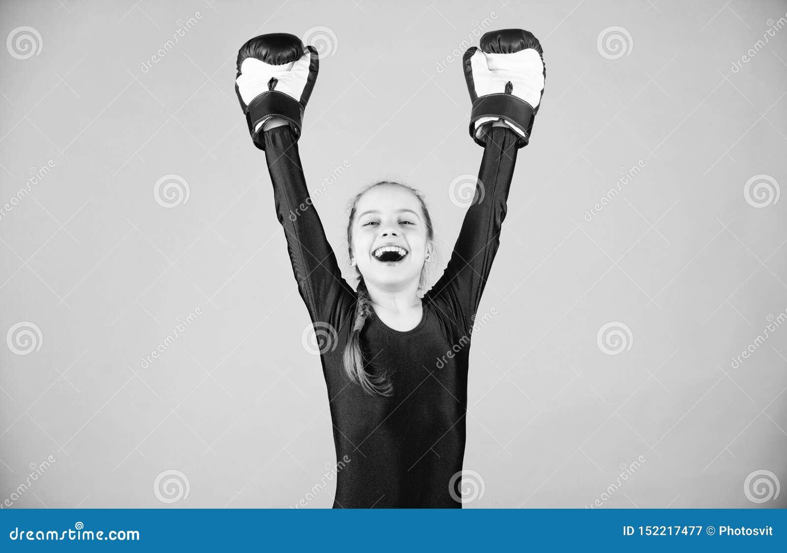 Riesgo de lesi?n Actitudes femeninas del cambio del boxeador dentro del deporte Subida de boxeadores de las mujeres Boxeador lind