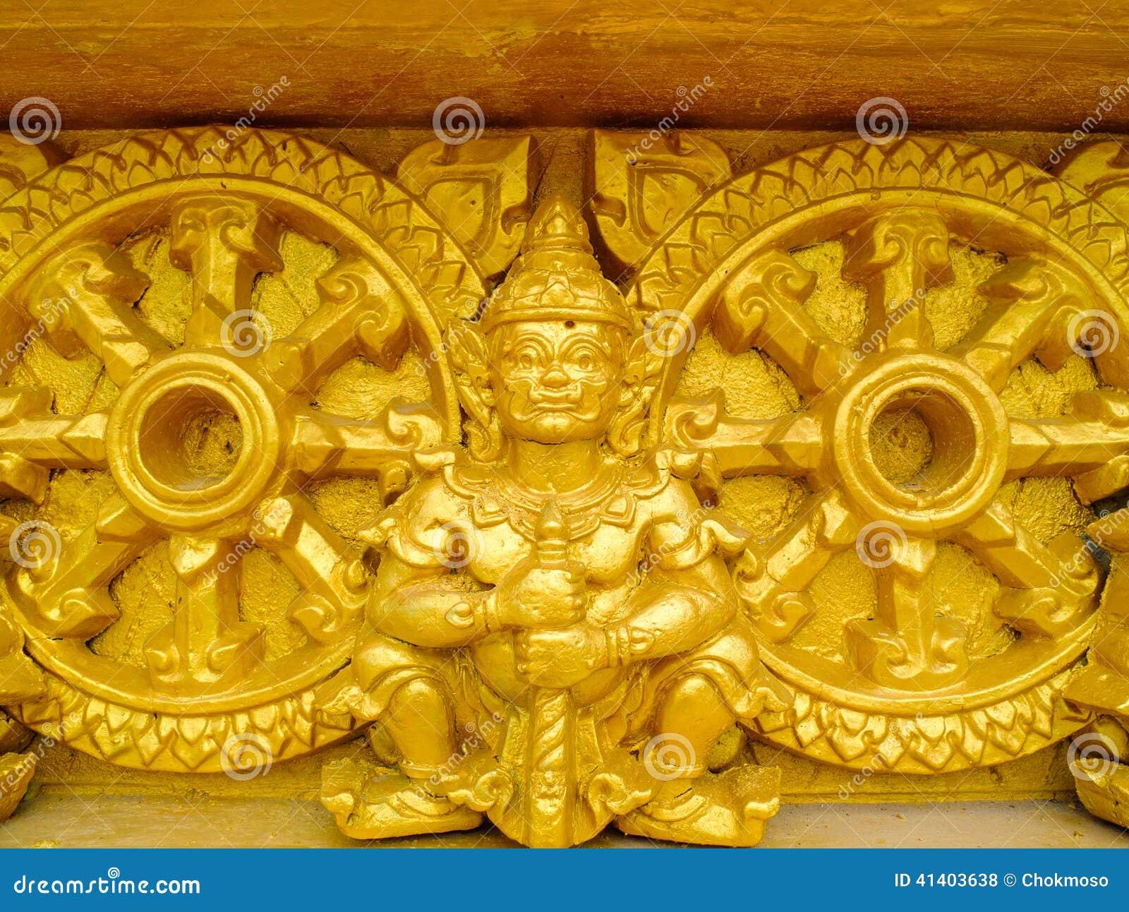 Riesige goldene Skulptur