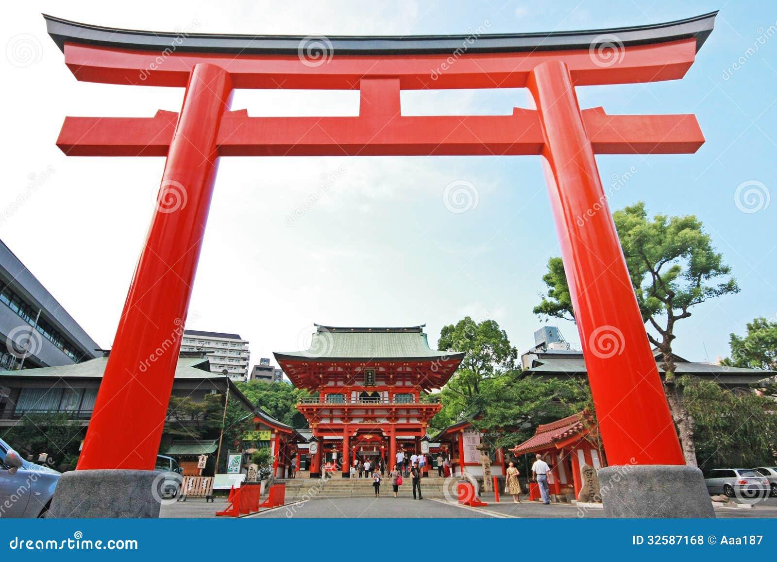 riesiges japanisches tor torii vor ikuta schrein redaktionelles stockfoto bild 32587168. Black Bedroom Furniture Sets. Home Design Ideas
