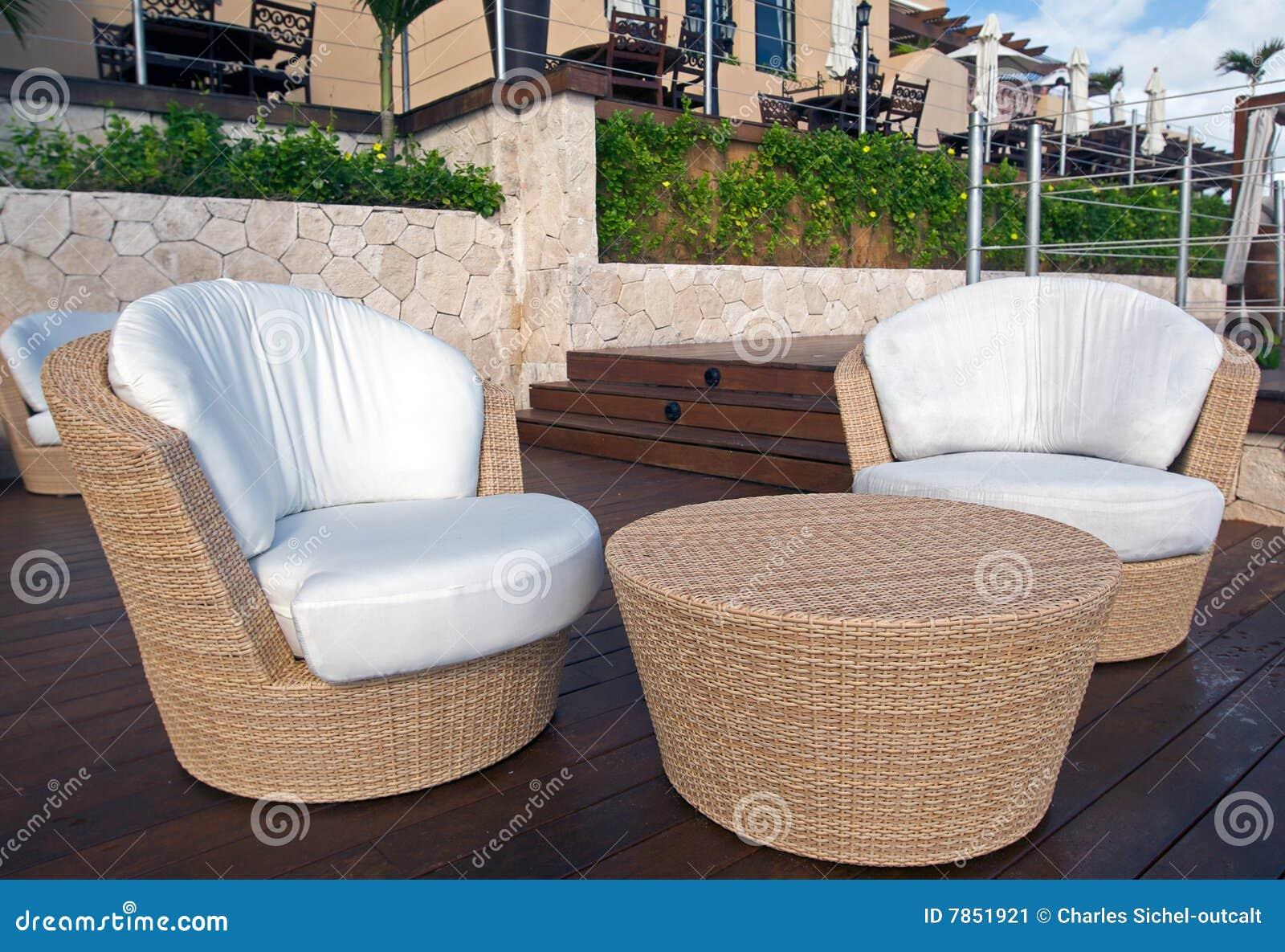 Rieten meubilair bij de toevlucht van de luxe stock afbeelding afbeelding 7851921 - Meubilair van de ingang spiegel ...