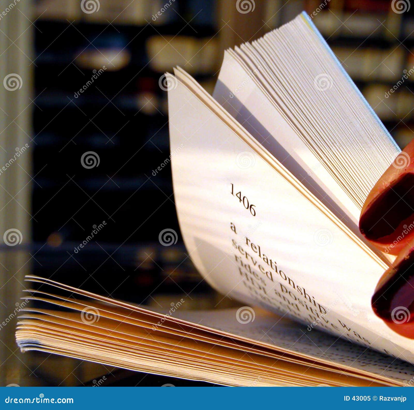 Download Riffling A Través De Un Libro Imagen de archivo - Imagen de pulimento, circular: 43005