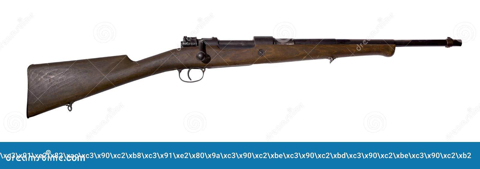 Rifle de la caza del vintage, convertido de una carabina del ejército, en un fondo blanco