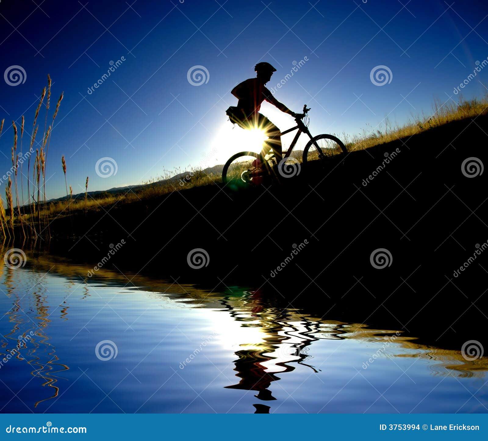 Riflessione Biking della montagna