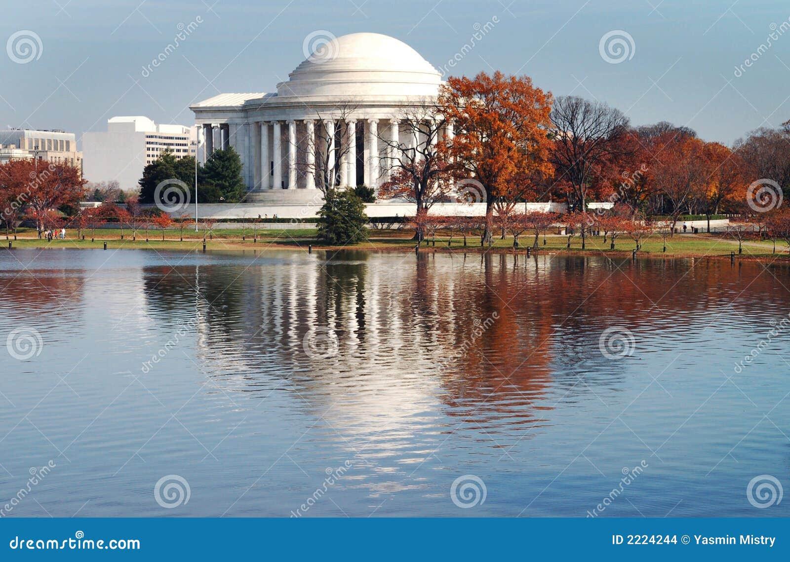Riflessione del monumento del Jefferson