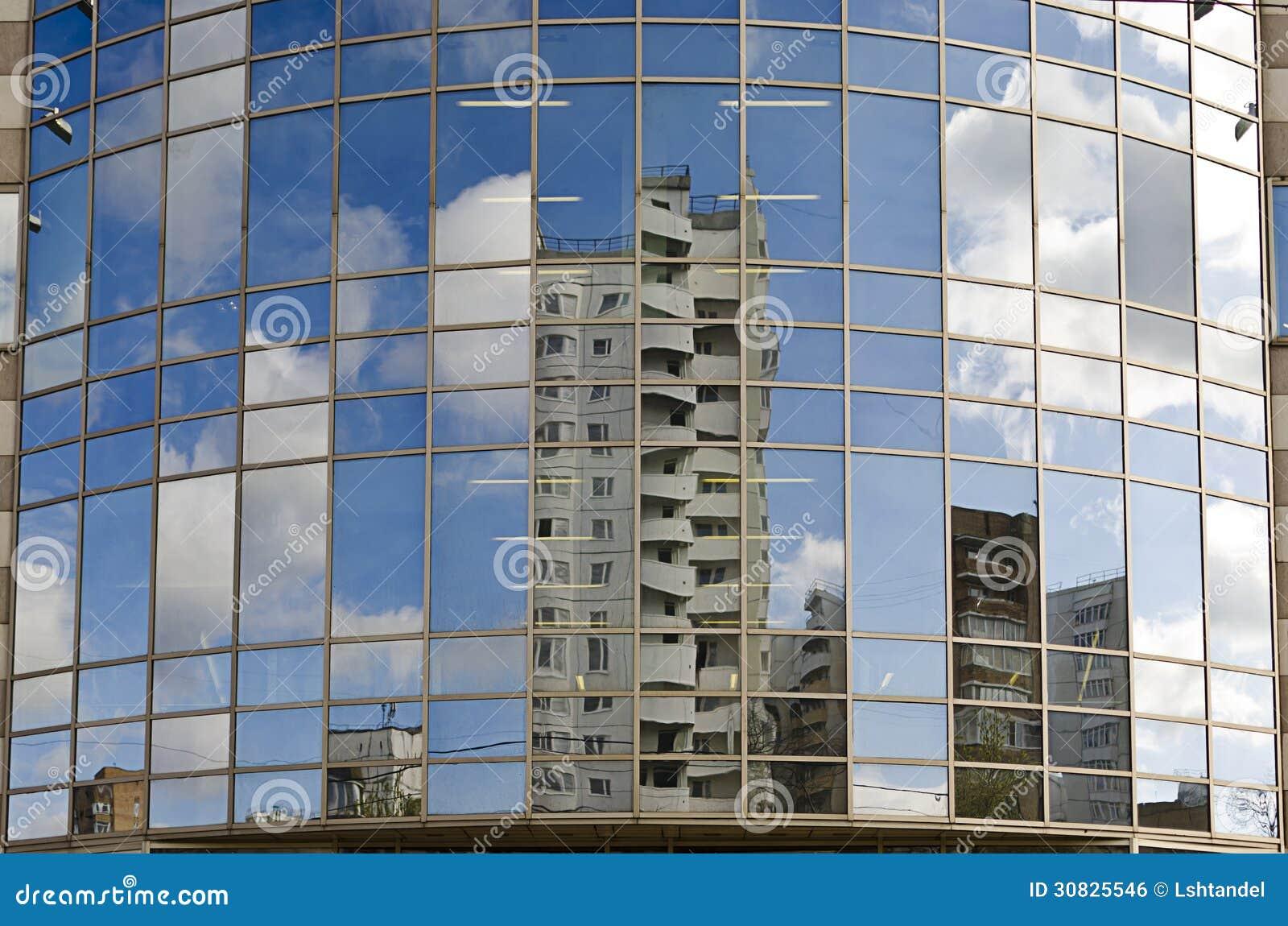 Riflesso nelle finestre delle case