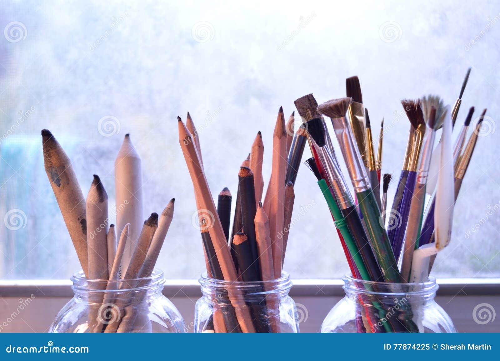 Rifornimenti di arti: Tre mazzi degli strumenti della pittura e del disegno