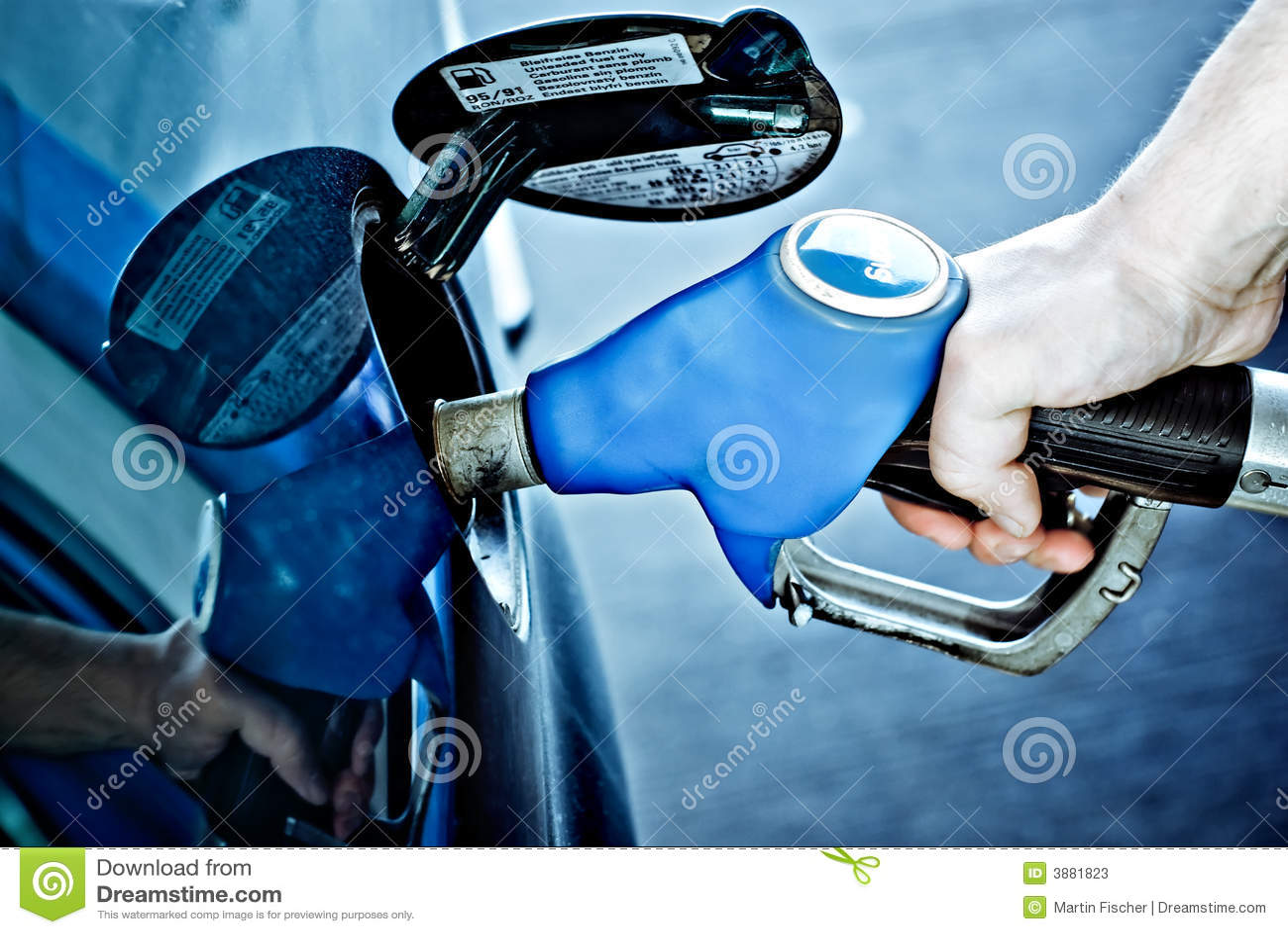 Rifornimento di carburante dell automobile