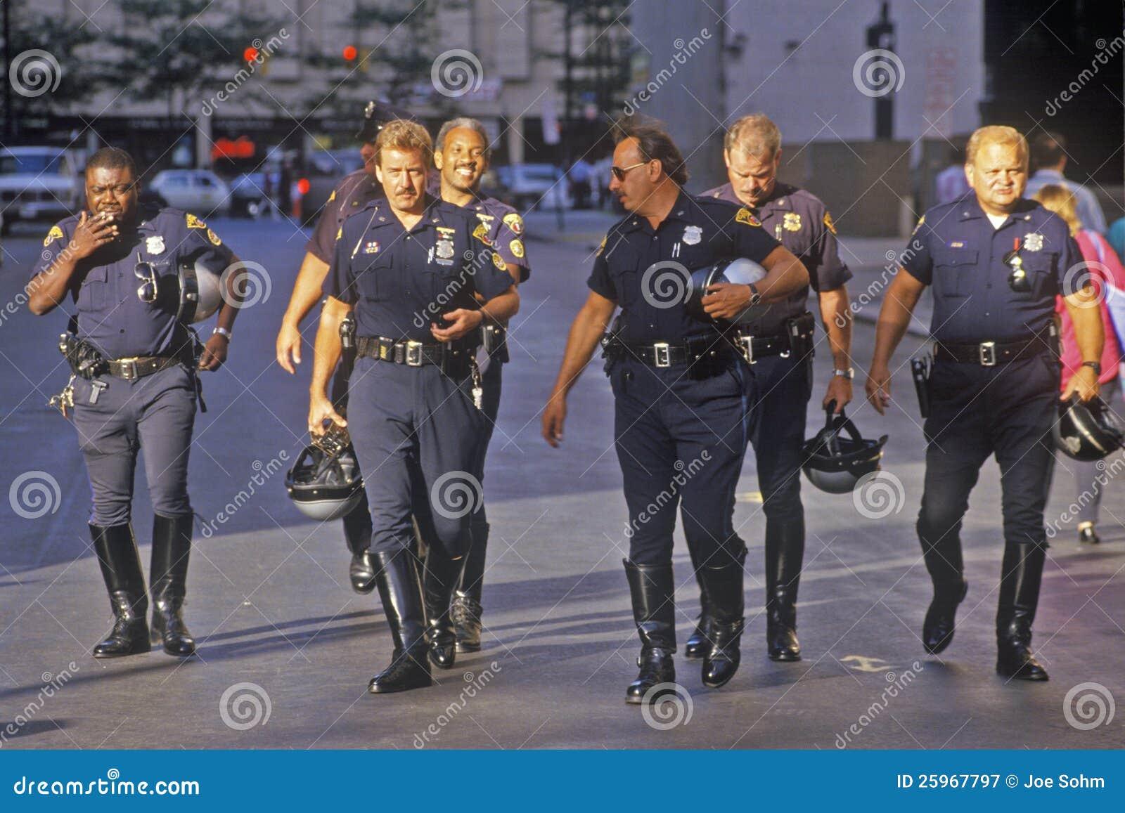 Riga del poliziotto di motociclo