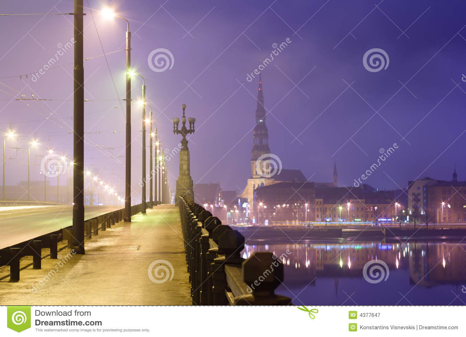 Riga en la noche