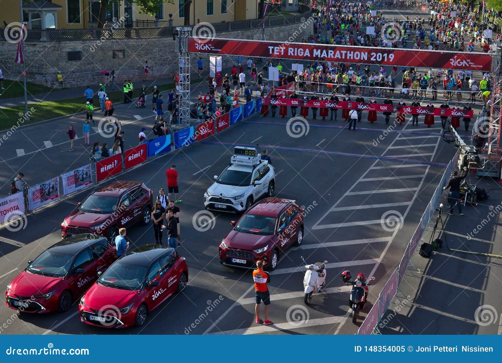 Riga, Let?nia - 19 de maio de 2019: Prepara??es perto do come?o da maratona de TET Riga