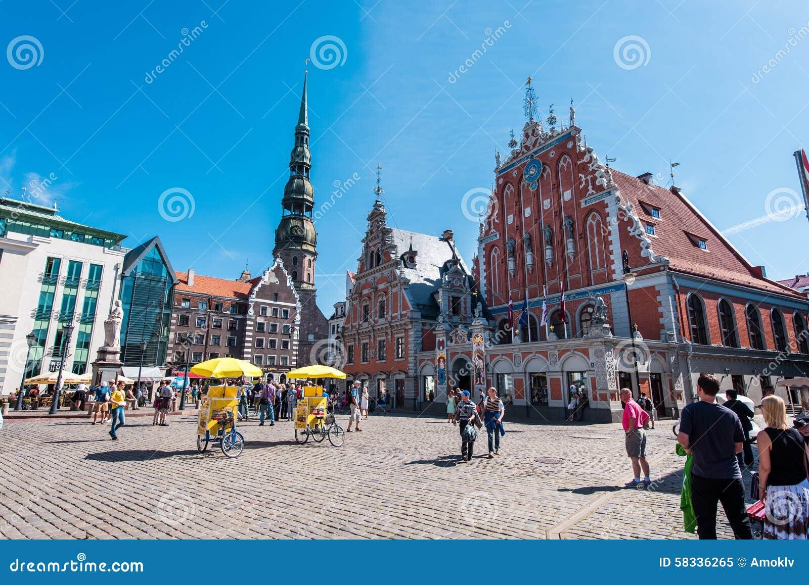 Riga Lettland Augusti 20, 2015: Dagsikt av staden Hall Square