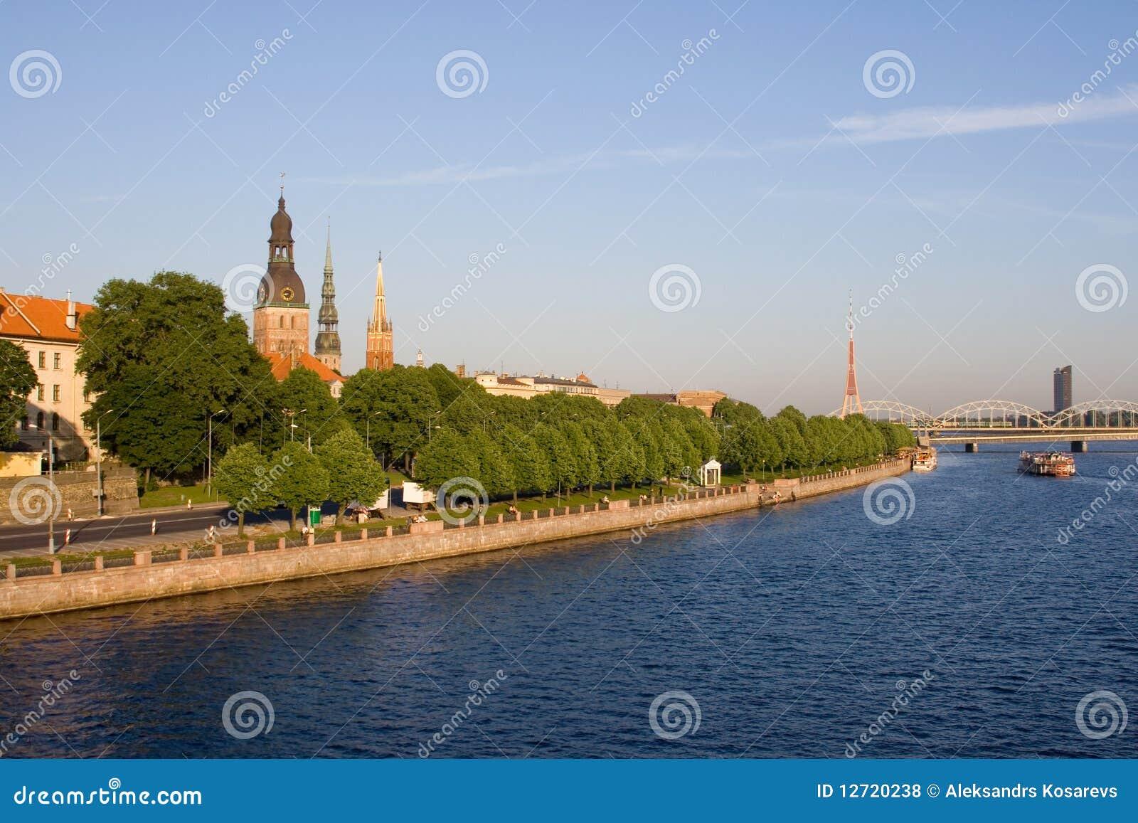 Riga vieja en verano, Latvia
