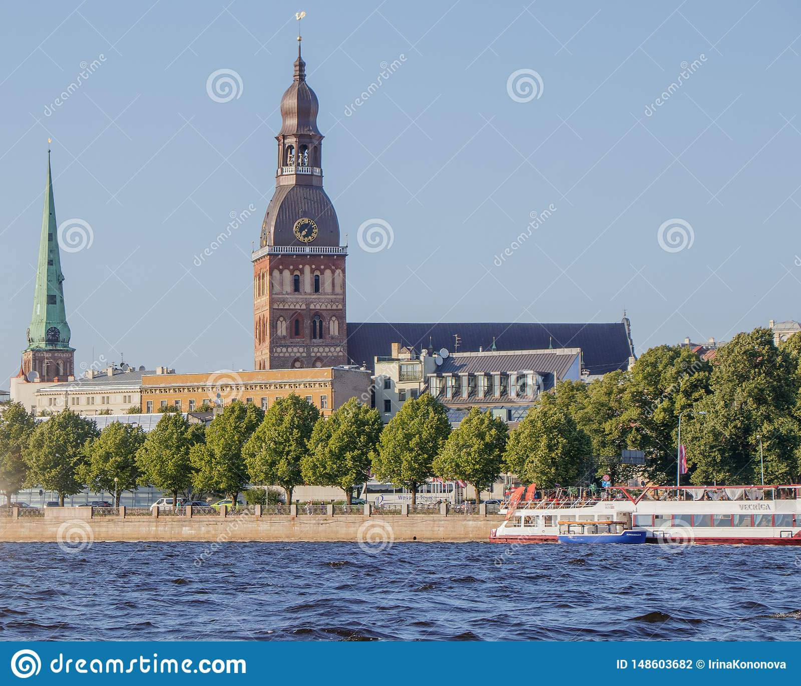 Riga Widok kopuły katedra od Daugava rzeki