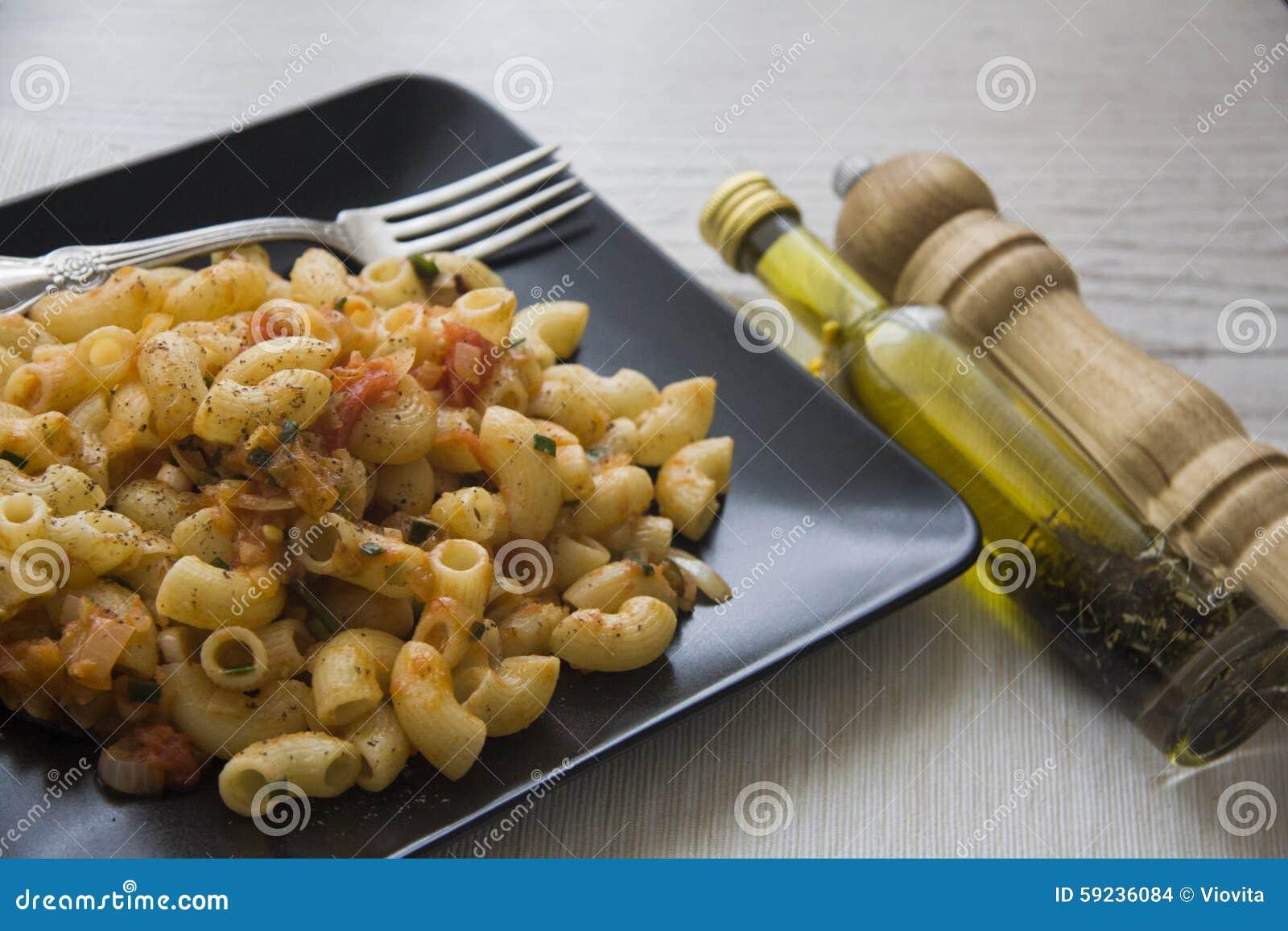 Download Rigati Del Tomate Con Aceite Y Pimienta Foto de archivo - Imagen de nadie, queso: 59236084
