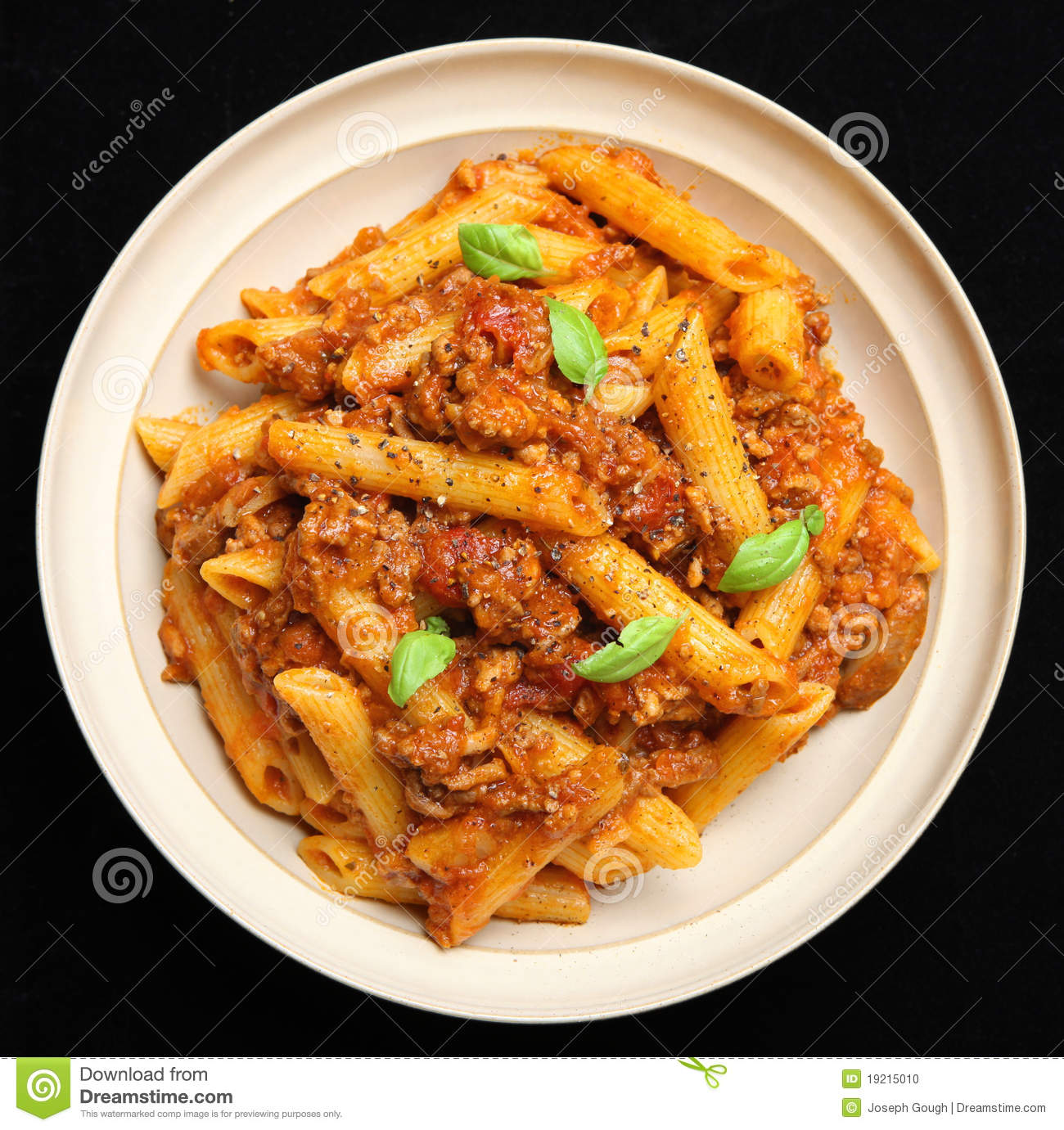 rigatoni in bolognese sauce fresh rigatoni with bolognese fresh ...