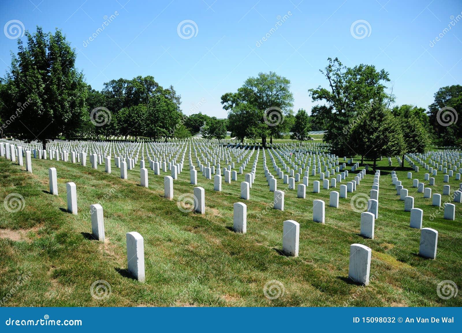 Righe della pietra tombale al cimitero nazionale di Arlington