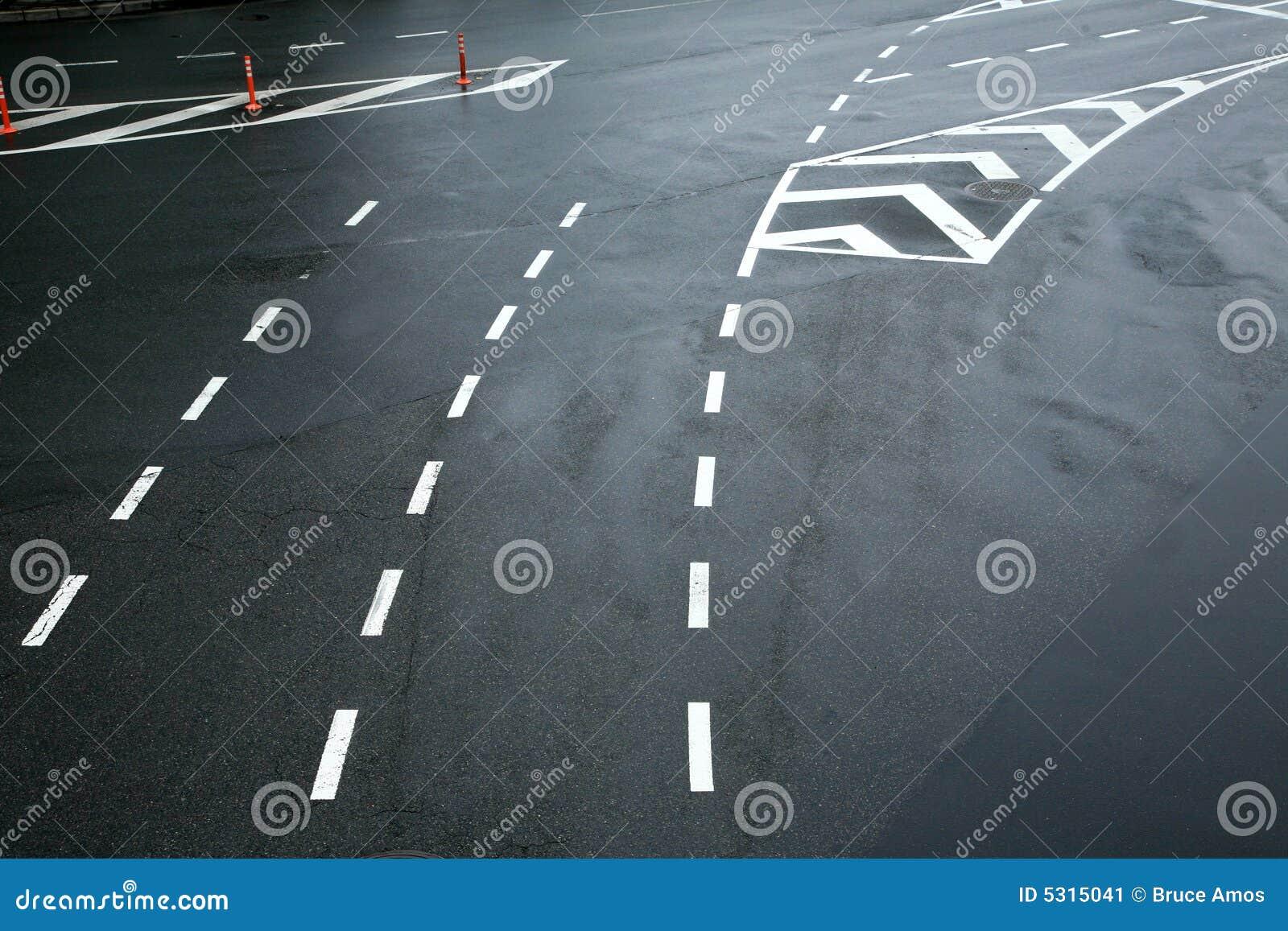 Download Righe Di Traffico Su Asfalto Immagine Stock - Immagine di disegno, simbolo: 5315041
