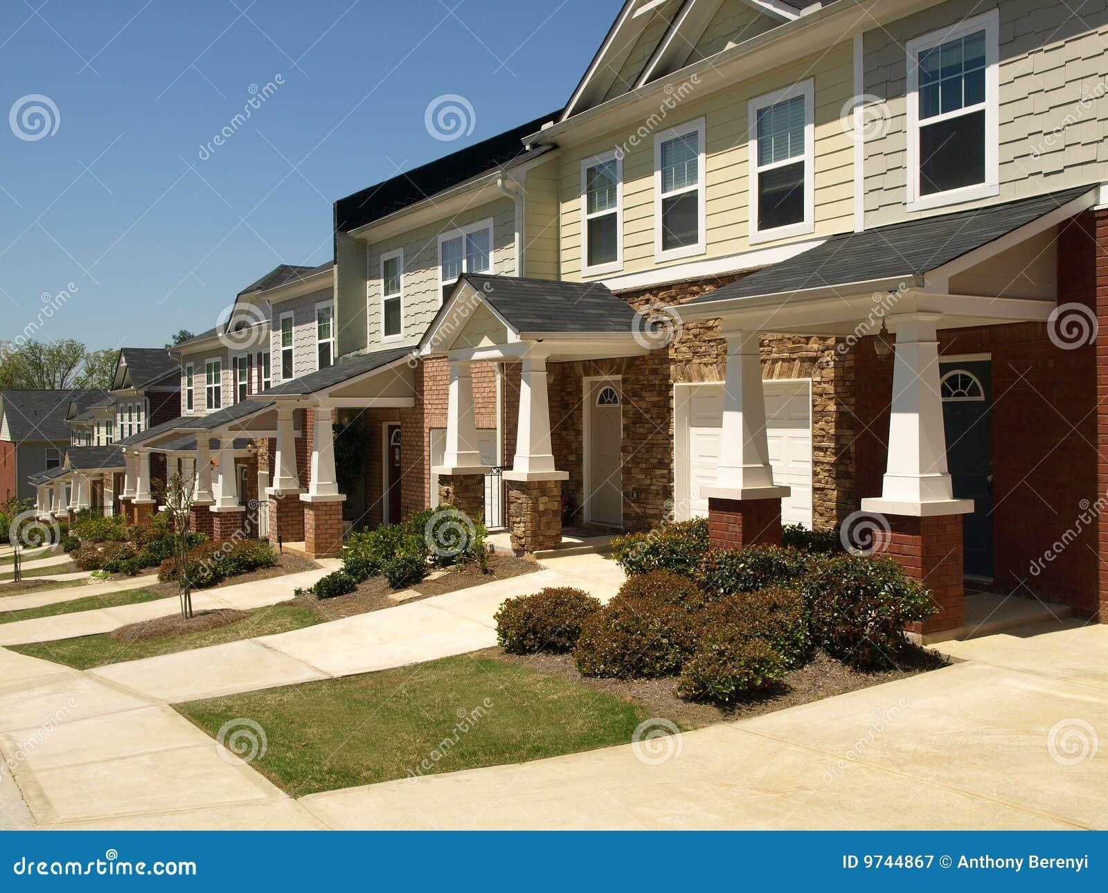 Rij van kleine huizen in de stad royalty vrije stock for Kleine huizen inrichten