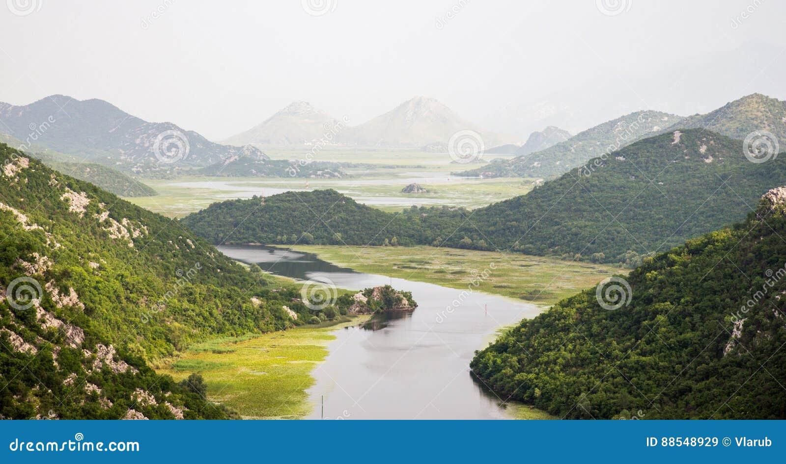 Rijeka Crnojevica, jeziorny Skadar, Montenegro