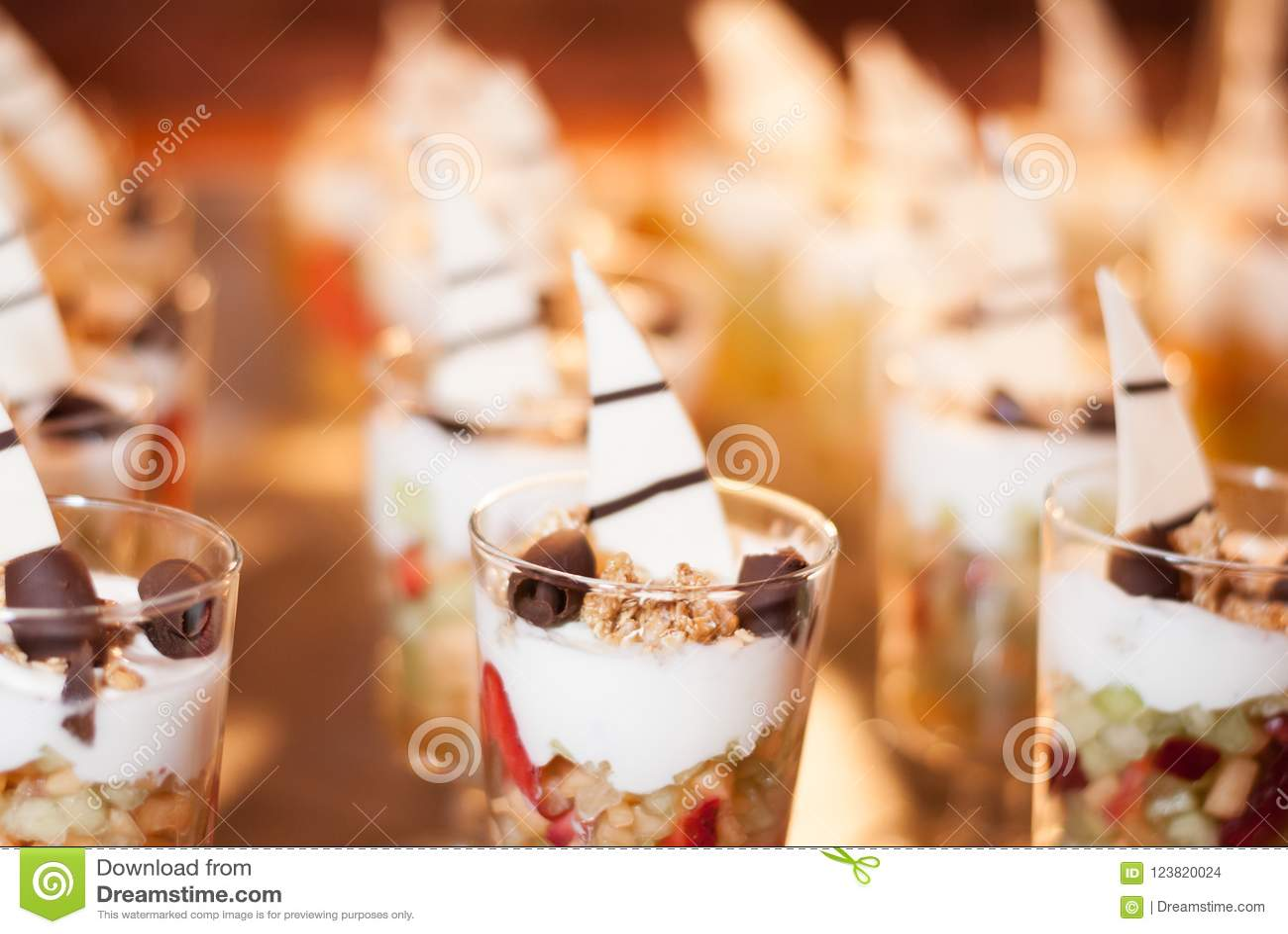 Rijen van Granola-de Desserts van het Yoghurtparfait