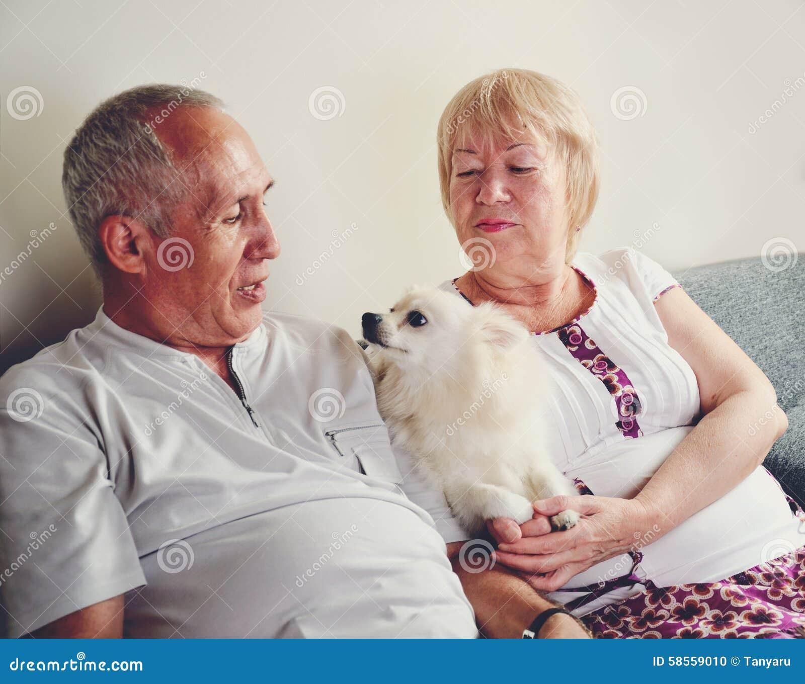 dating een 65 jaar oude man tekenen je bent de verkeerde vrouw dating
