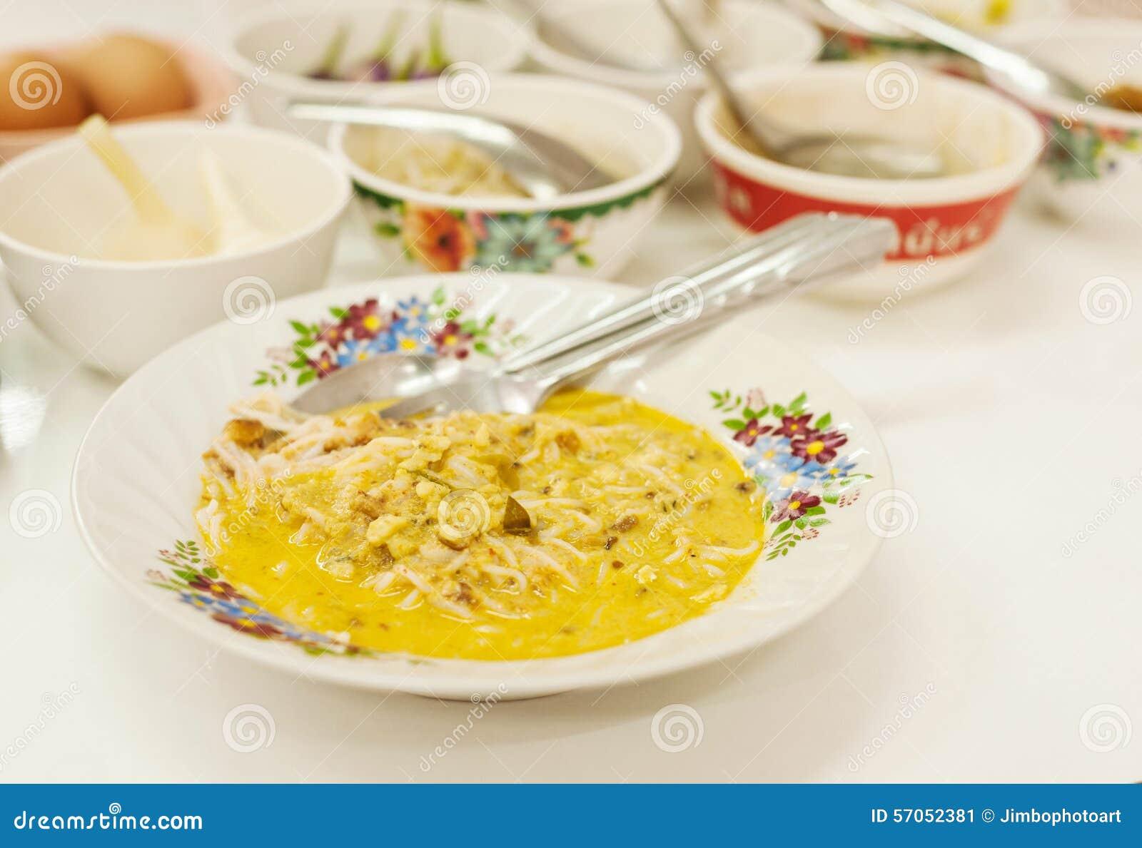 Rijstvermicelli en kerriesaus