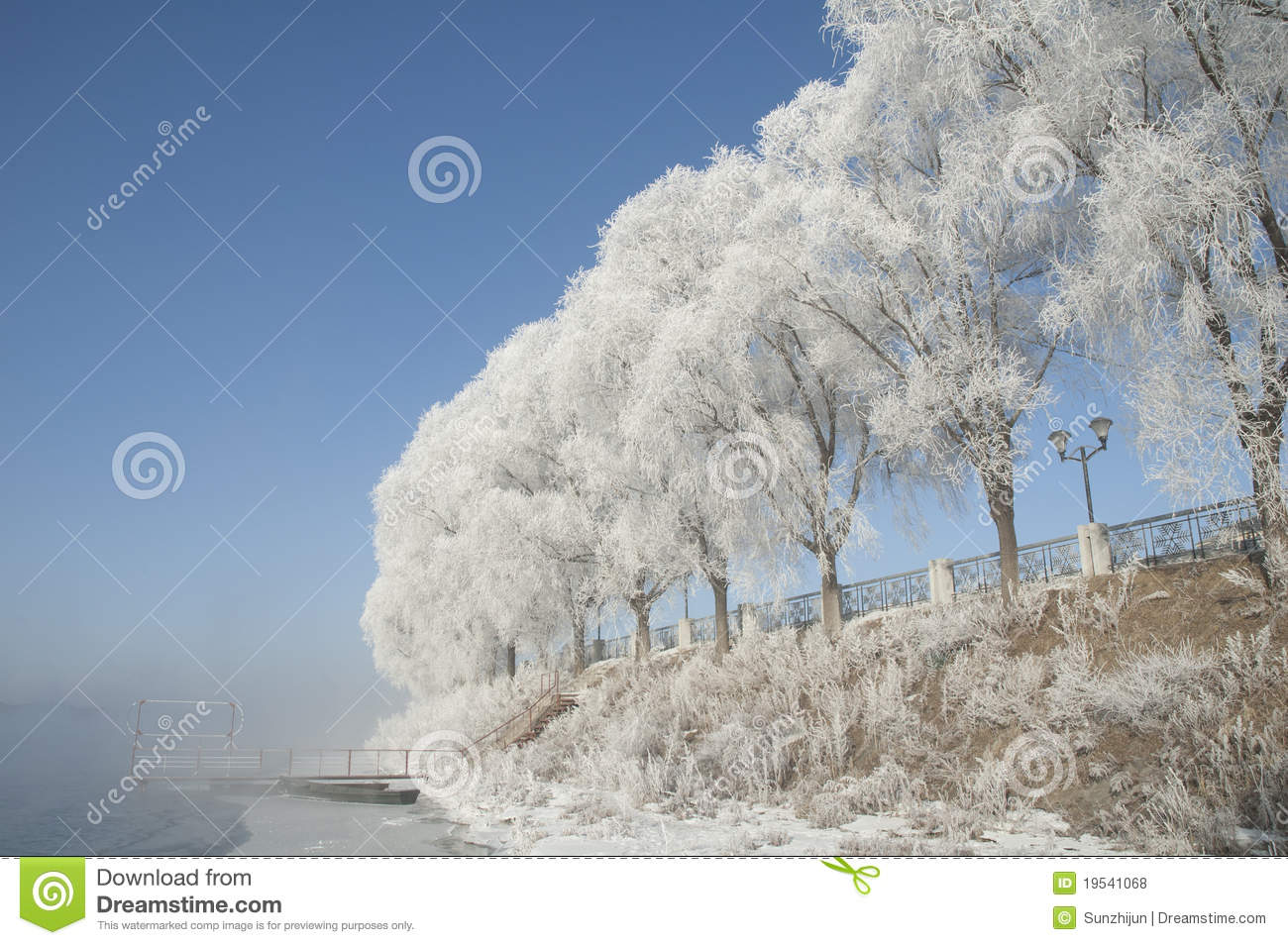 Rime also known as rime is a kind of cold weather in northern china