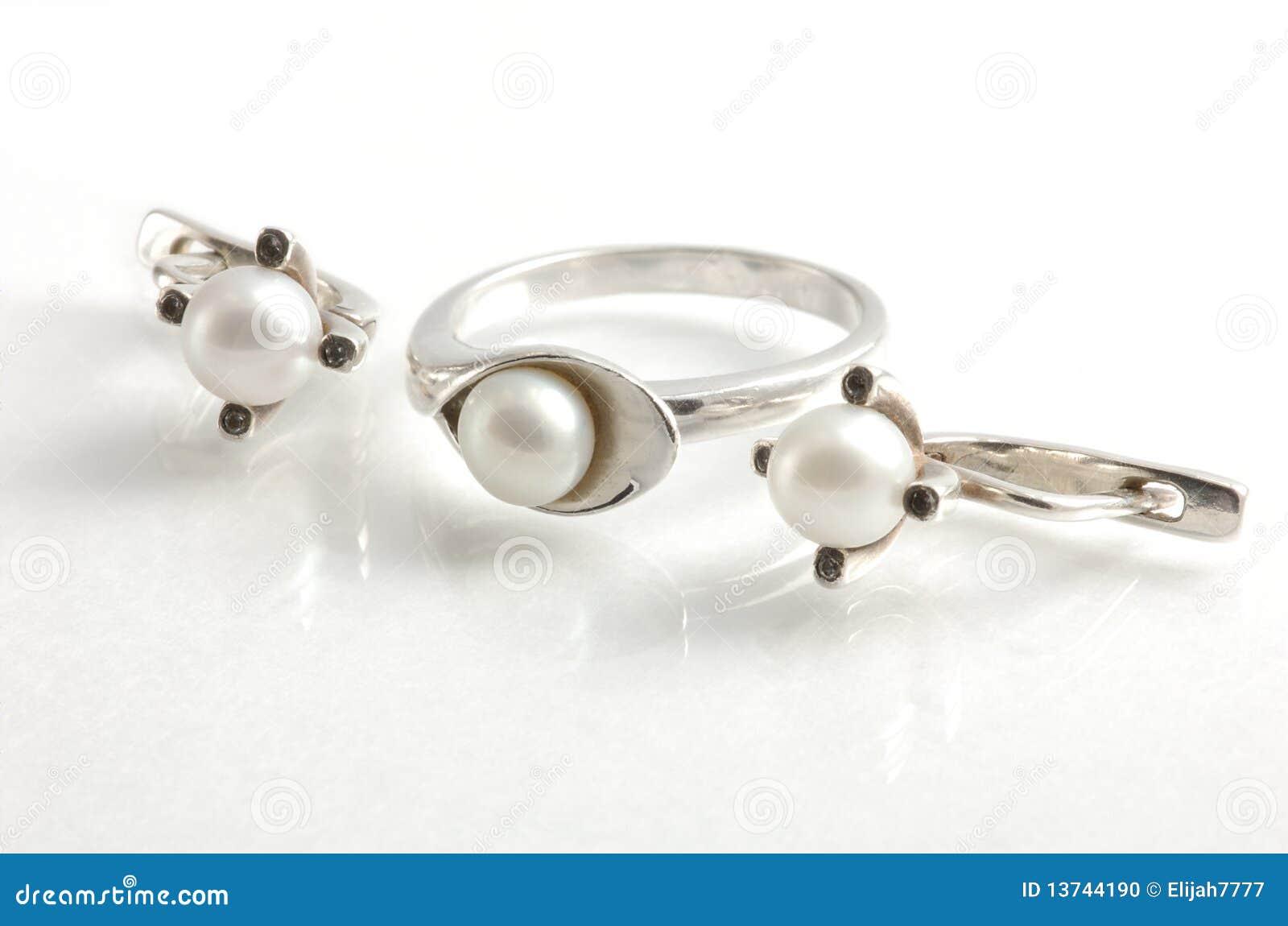 Ring en oorringen met parels